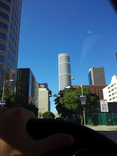 El Comanche se ofrecío a ser el chofer de todo el viaje. Aquí pasando por el downtown.