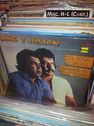 Comprando discos en Amoeba Records.