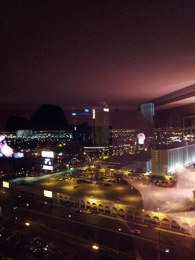 La vista desde la suite se mira el Hotel Palms y el de Playboy.