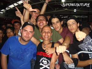 viki fertil miseri with fans