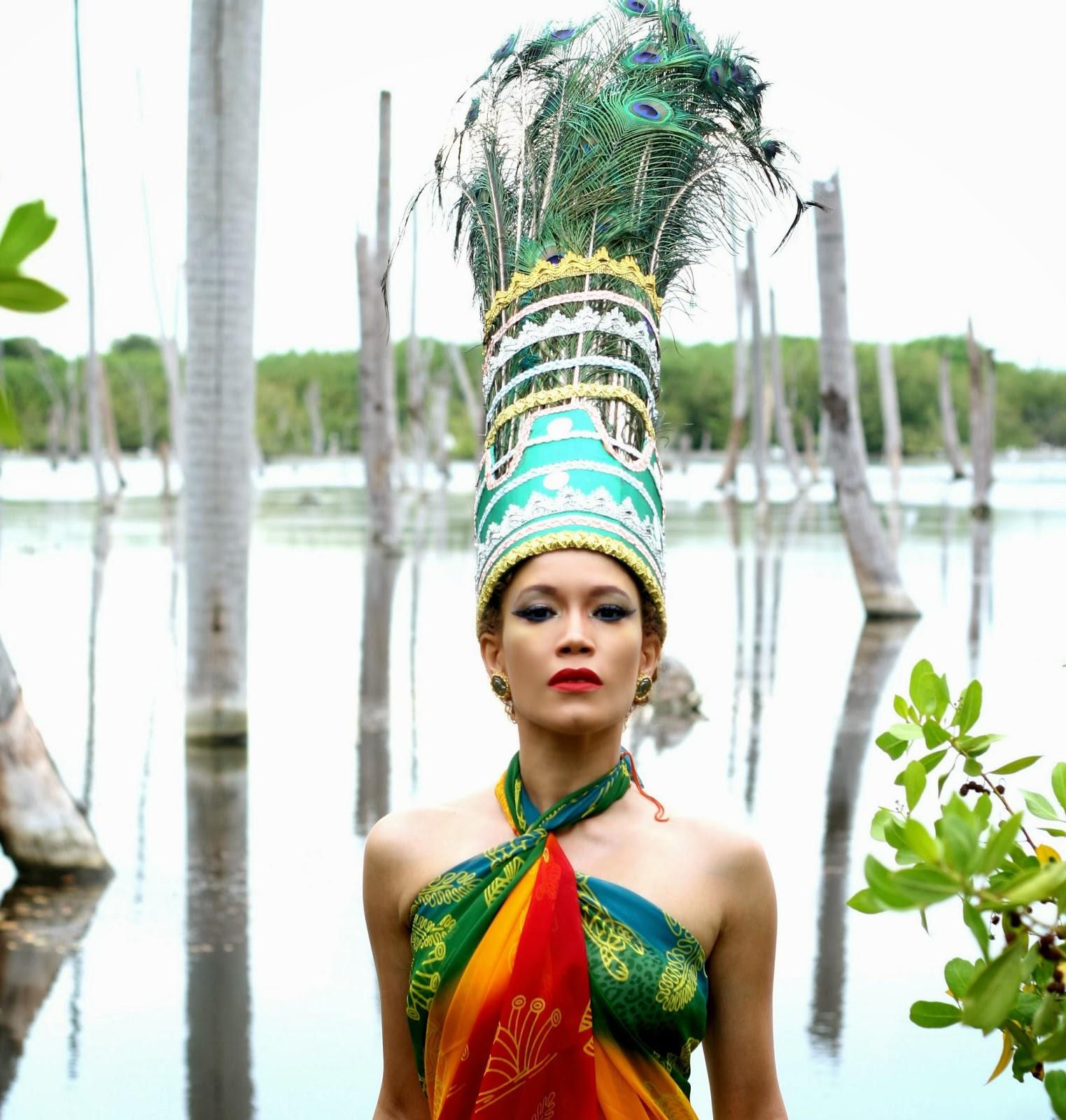 """Exclusive Premiere: Carolina Camacho's Palo Electrónico in """"Ninfa de las Aguas"""" Video"""