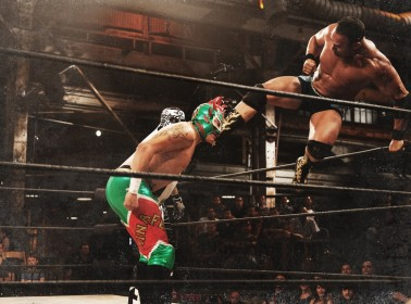 Men vs. Women and Luchadores vs. WWE Wrestlers in New Bilingual Show 'Lucha Underground'