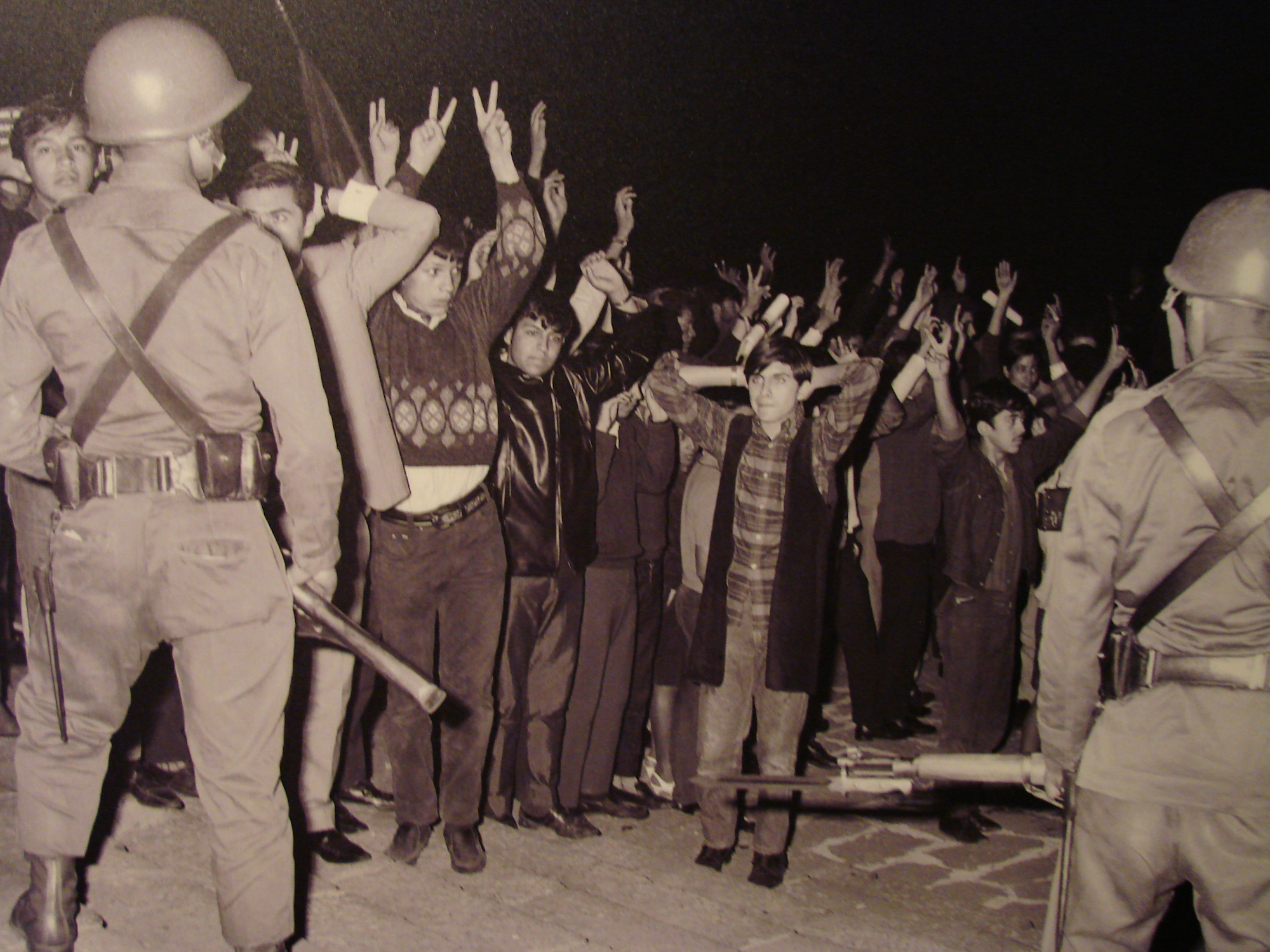 tlatelolco massacre A massive chronicle that builds to the night of the tlatelolco massacre in an accumulation of skillfully crosscut eyewitness massacre in mexico.