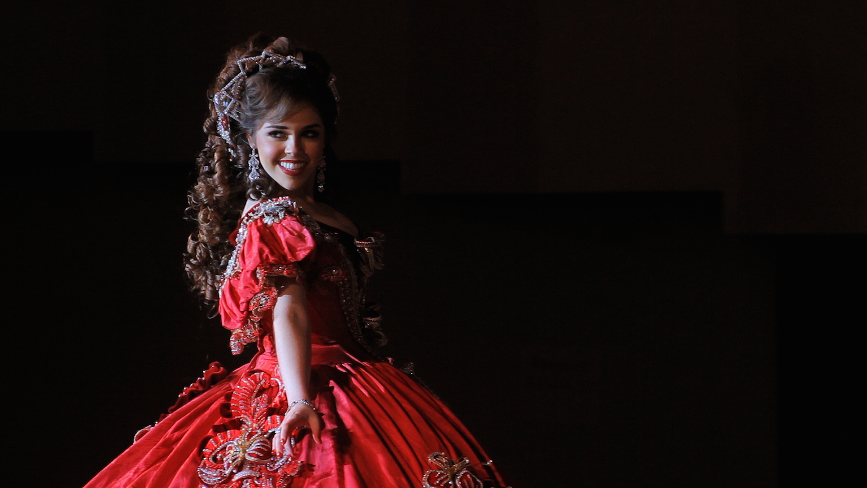 Meet Las Marthas, Mexican-American Debutantes Who Dress Like Martha ...
