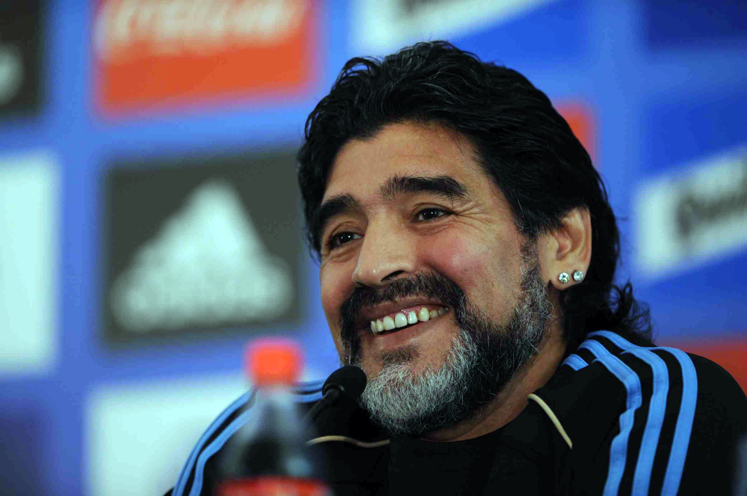 Maradona Will Play in a Match for Colombia's Peace Process