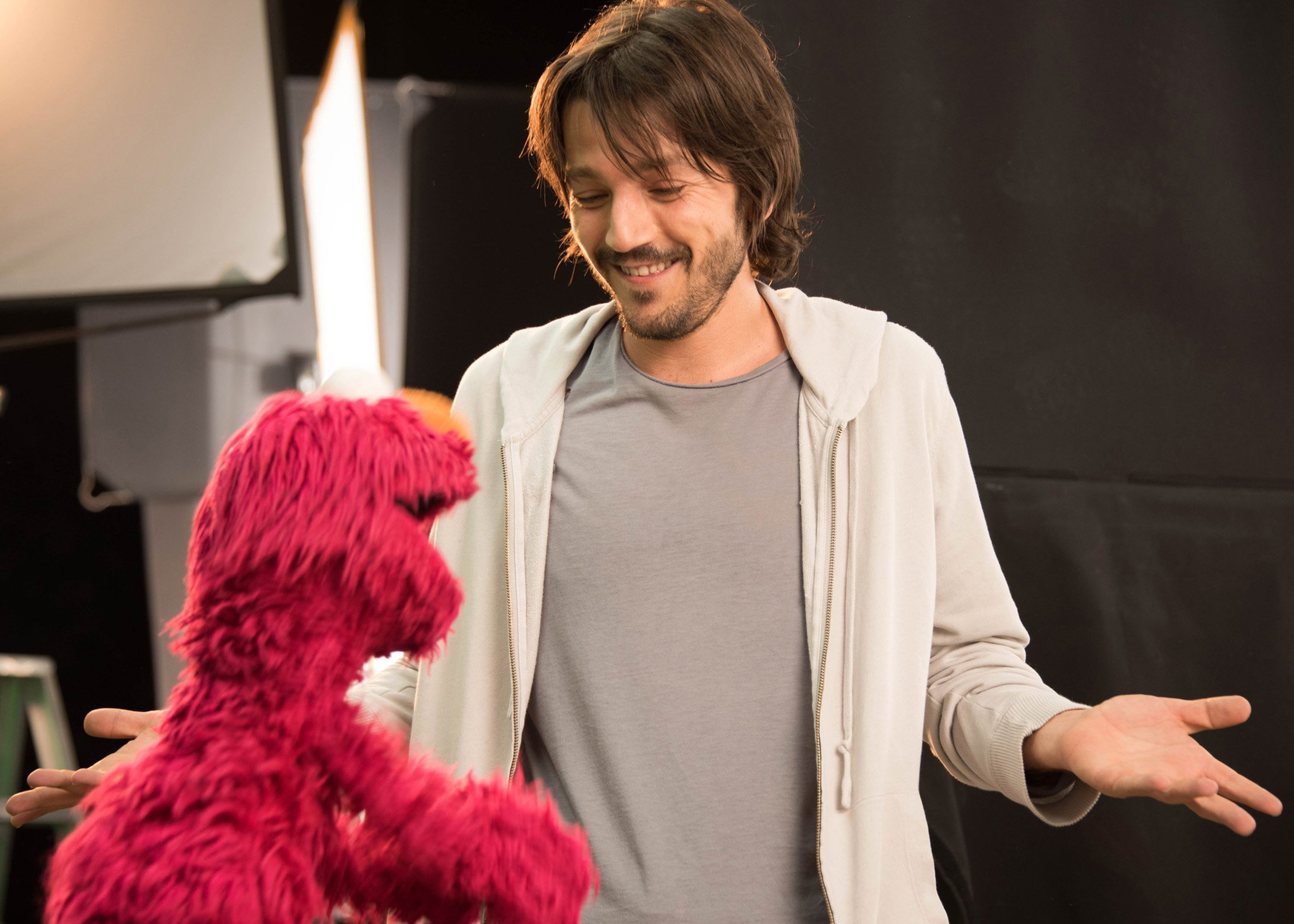 Relive Your Childhood With 'Sesame Amigos,' the Spanish-Language Version of 'Sesame Street'