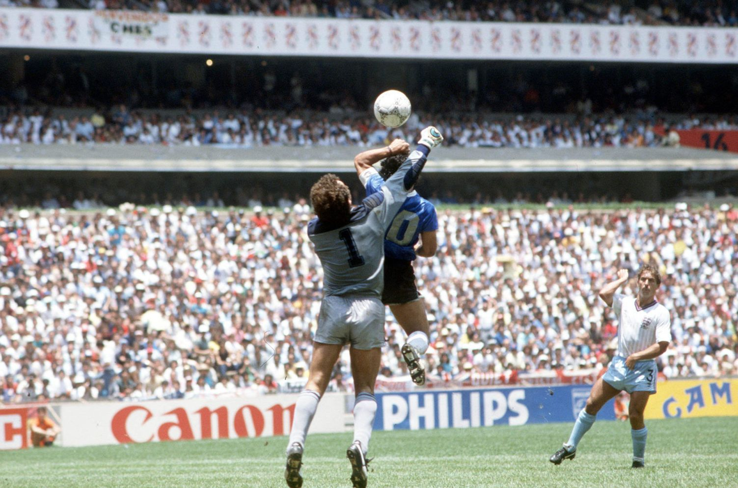 Maradona Reunites With the Ref That Made the Hand of God Goal Possible