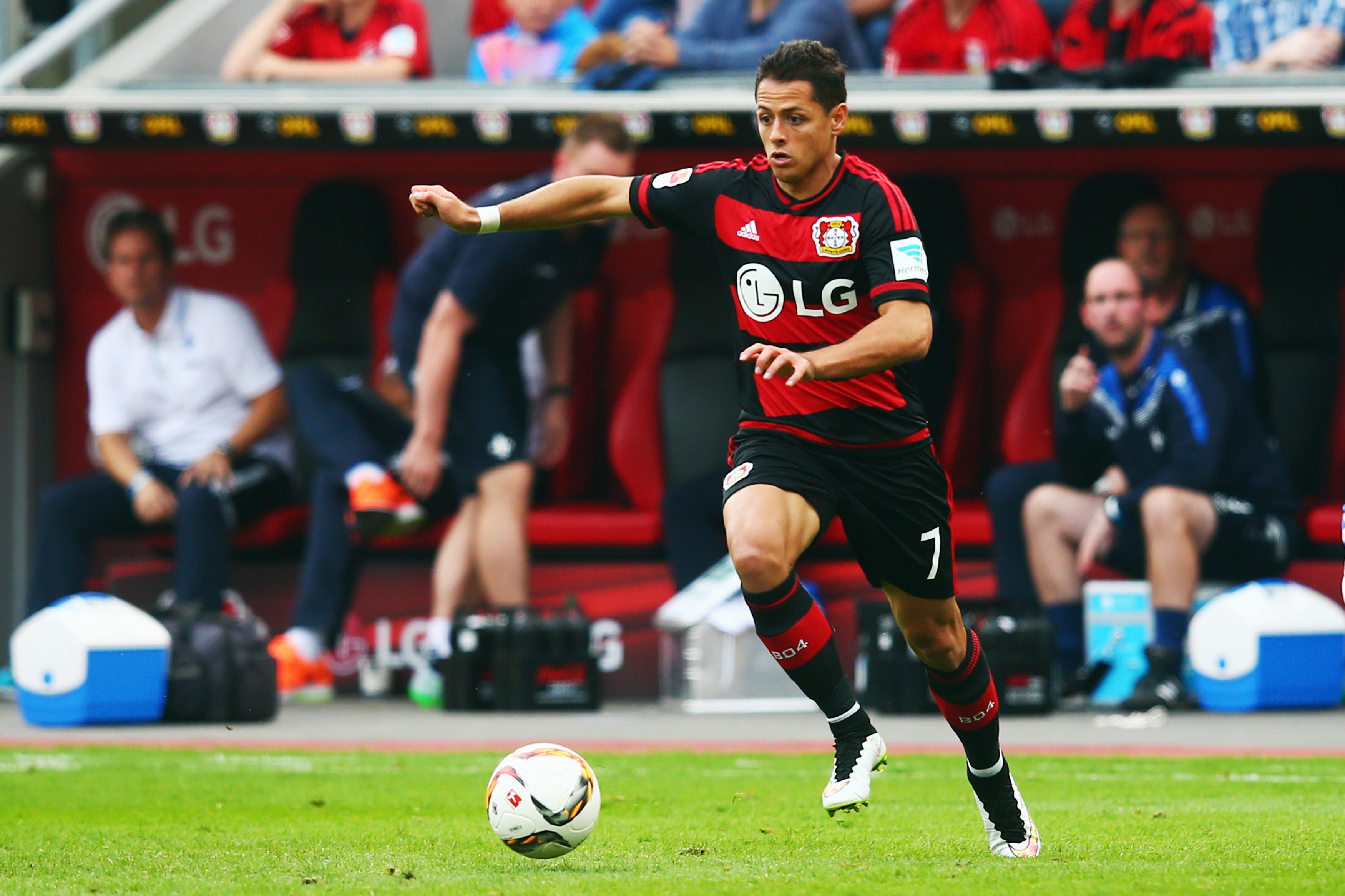 leverkusen chicharito