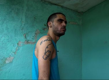 10 Months After Naming Two Pigs After the Castros, Cuban Graffiti Artist El Sexto Is Freed