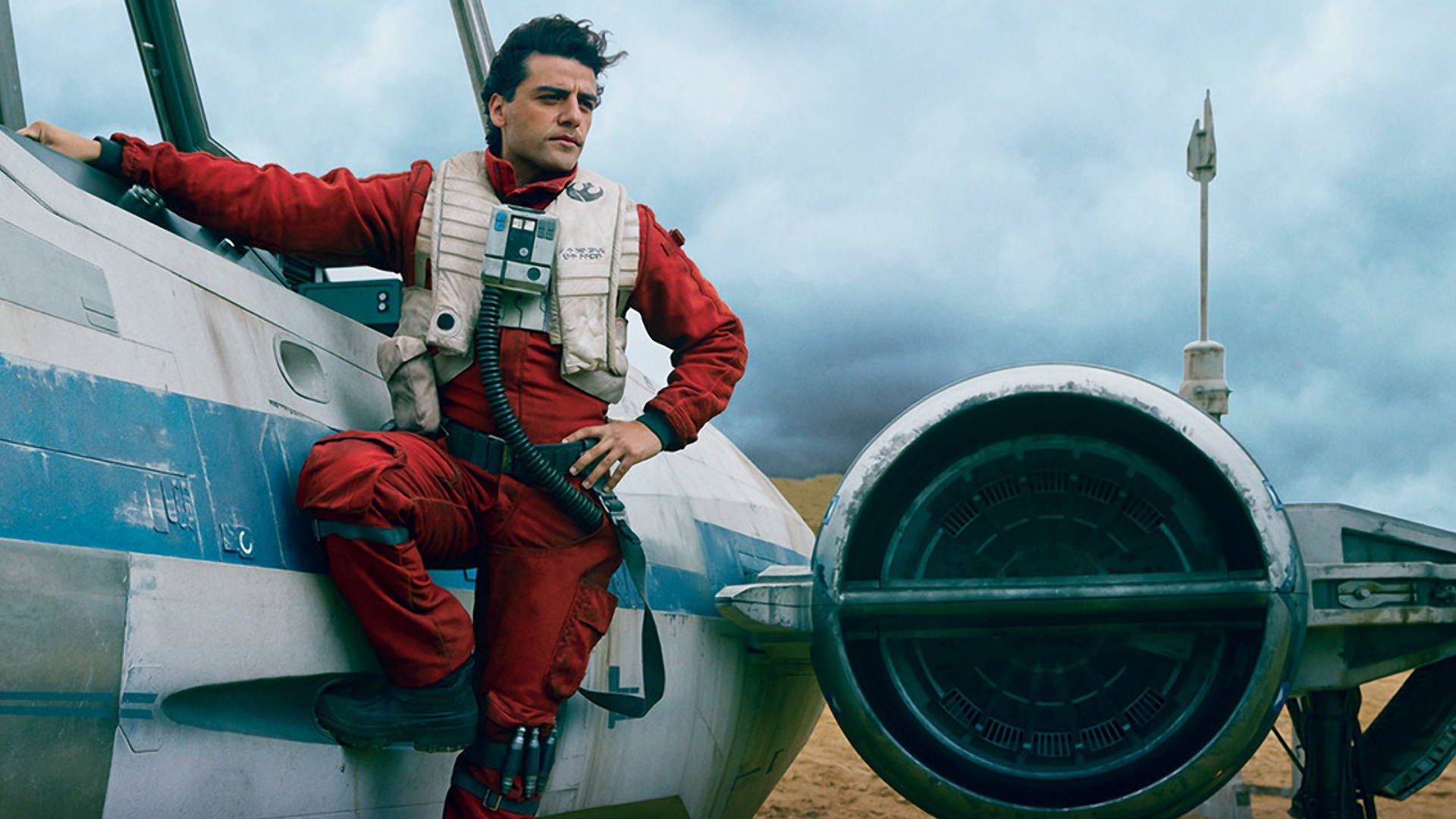 """Oscar Isaac Says It's Hard to Fit His Butt & """"Ethnic Hips"""" Into the Millennium Falcon Seat"""