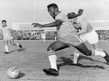 A Look Back at Pelé's Legendary Takedown of Mexico's Defense at the 1962 World Cup