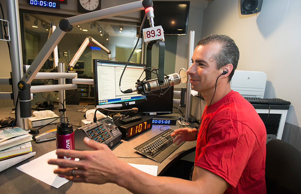 As Public Radio Audiences Decline, One LA Station Finds Success in an Untapped Audience: Latinos