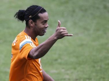 Thanks to This Ecuadorian Team, Fans Got to Kick It With Ronaldinho For $250