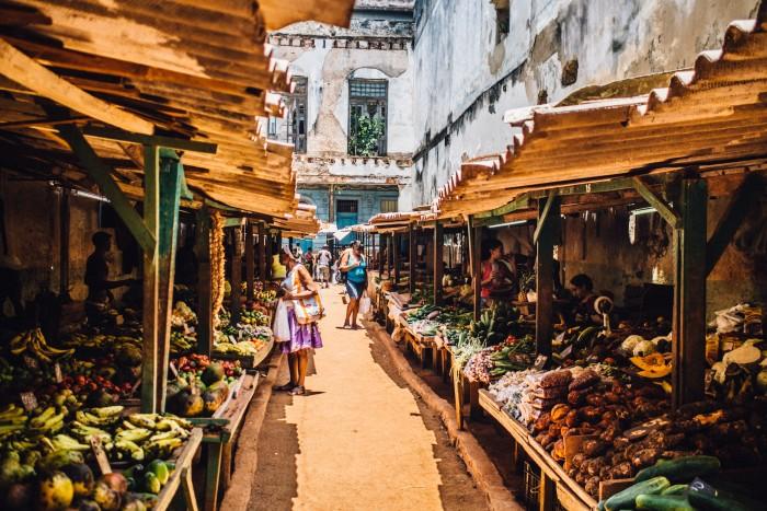 Cuban food market in Old Havana, Cuba. Photo by: Asori Soto