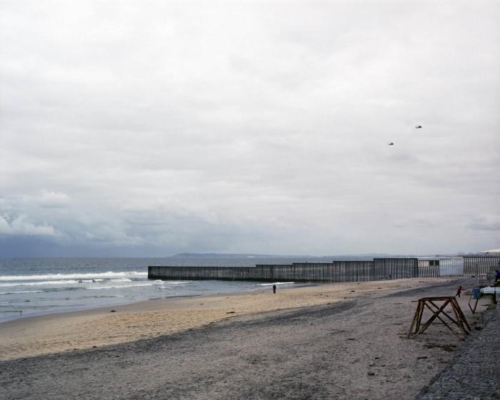 Border in Playas by Alejandro Cartagena
