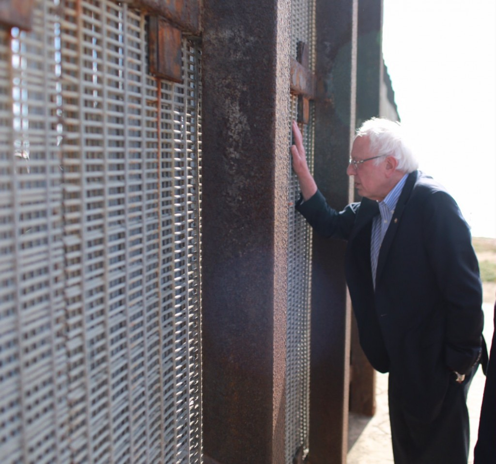Bernie Sanders Talks to Deported US Veteran Through Border Fence, Says He Belongs on the Other Side