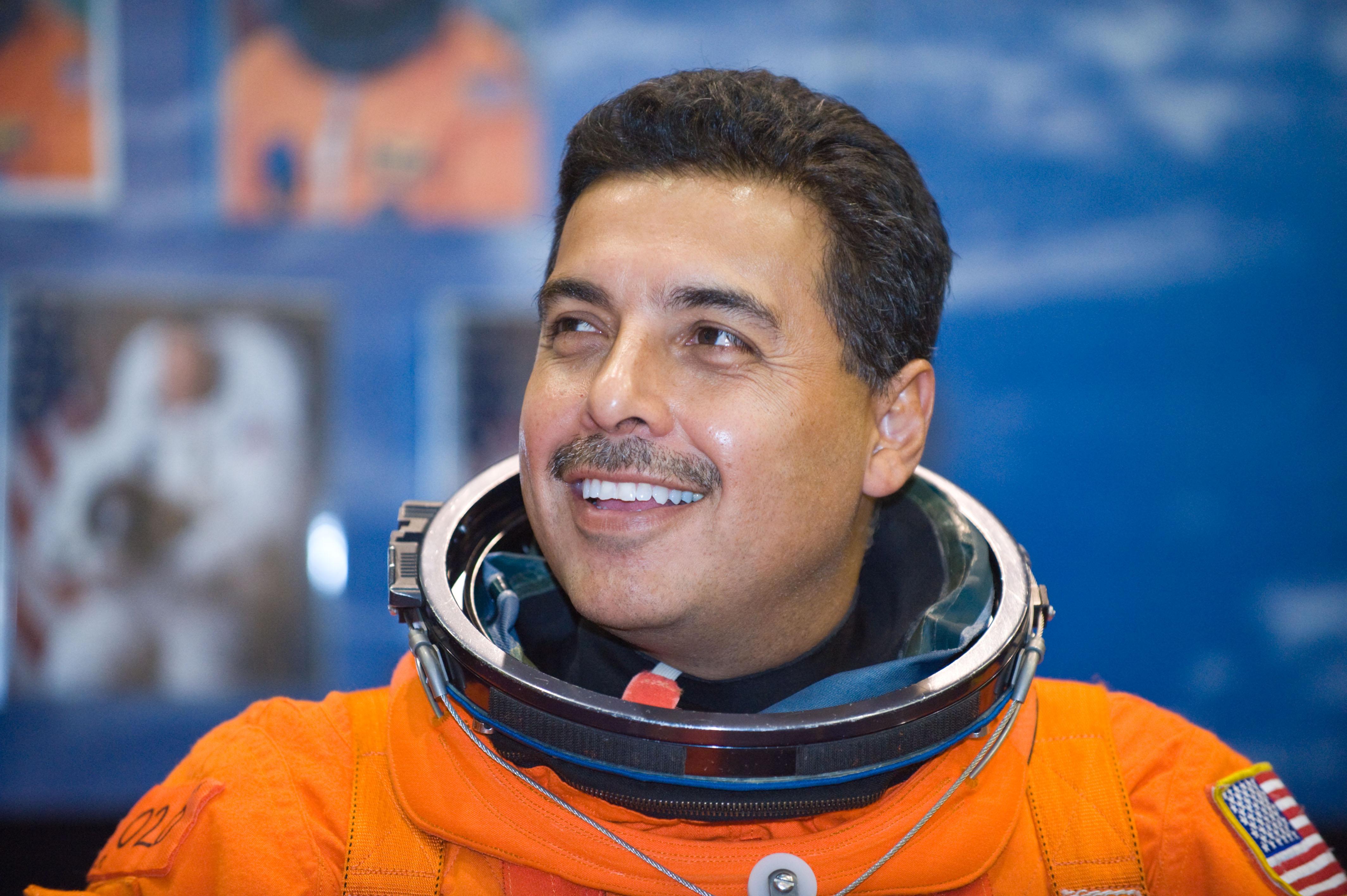 father jose hernandez astronaut - photo #6