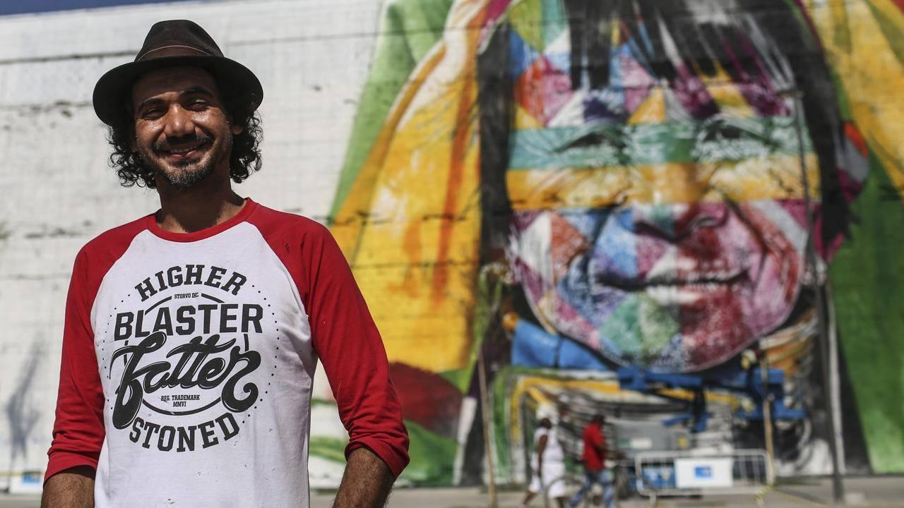 Street artist eduardo kobra 39 s indigenous mural for rio for Mural eduardo kobra