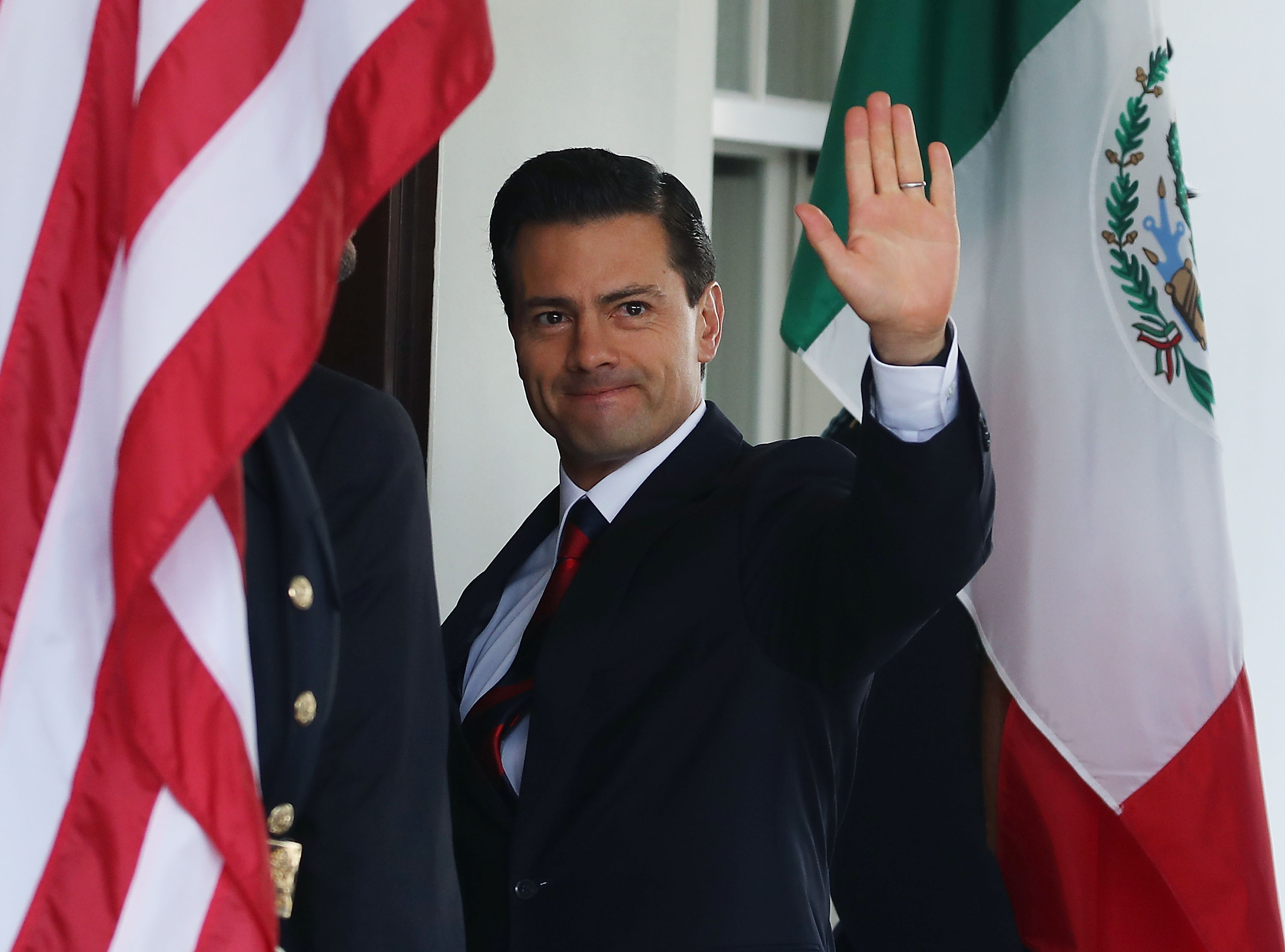 After Criticism, EPN Pens Op-Ed to Explain Why He Met With Donald Trump