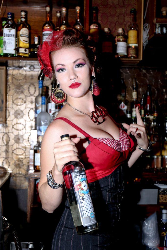 bartender_legion_mezcal_itzel-2
