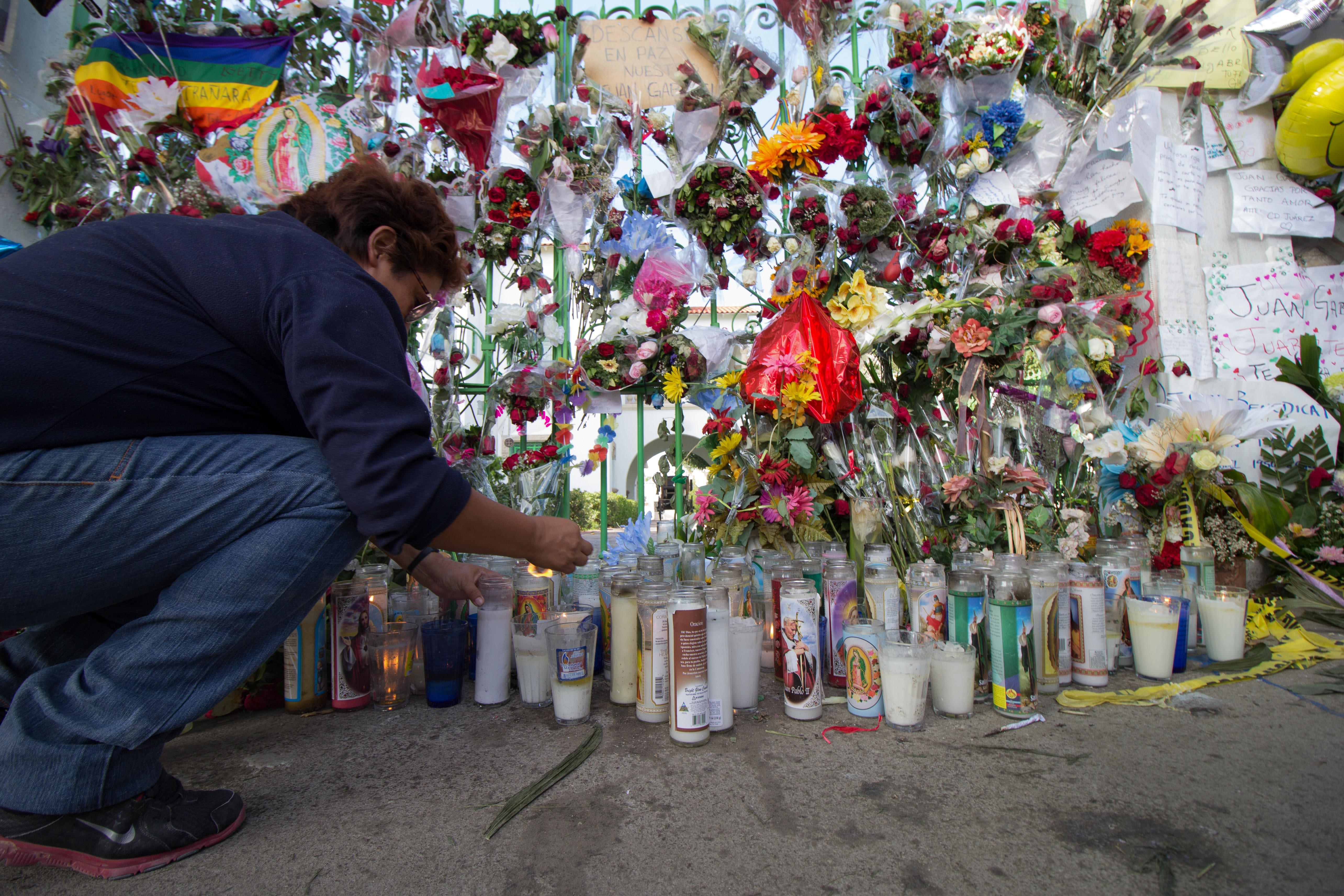 PHOTOS: Thousands of Fans Pay Tribute to Juan Gabriel in His Hometown of Ciudad Juárez