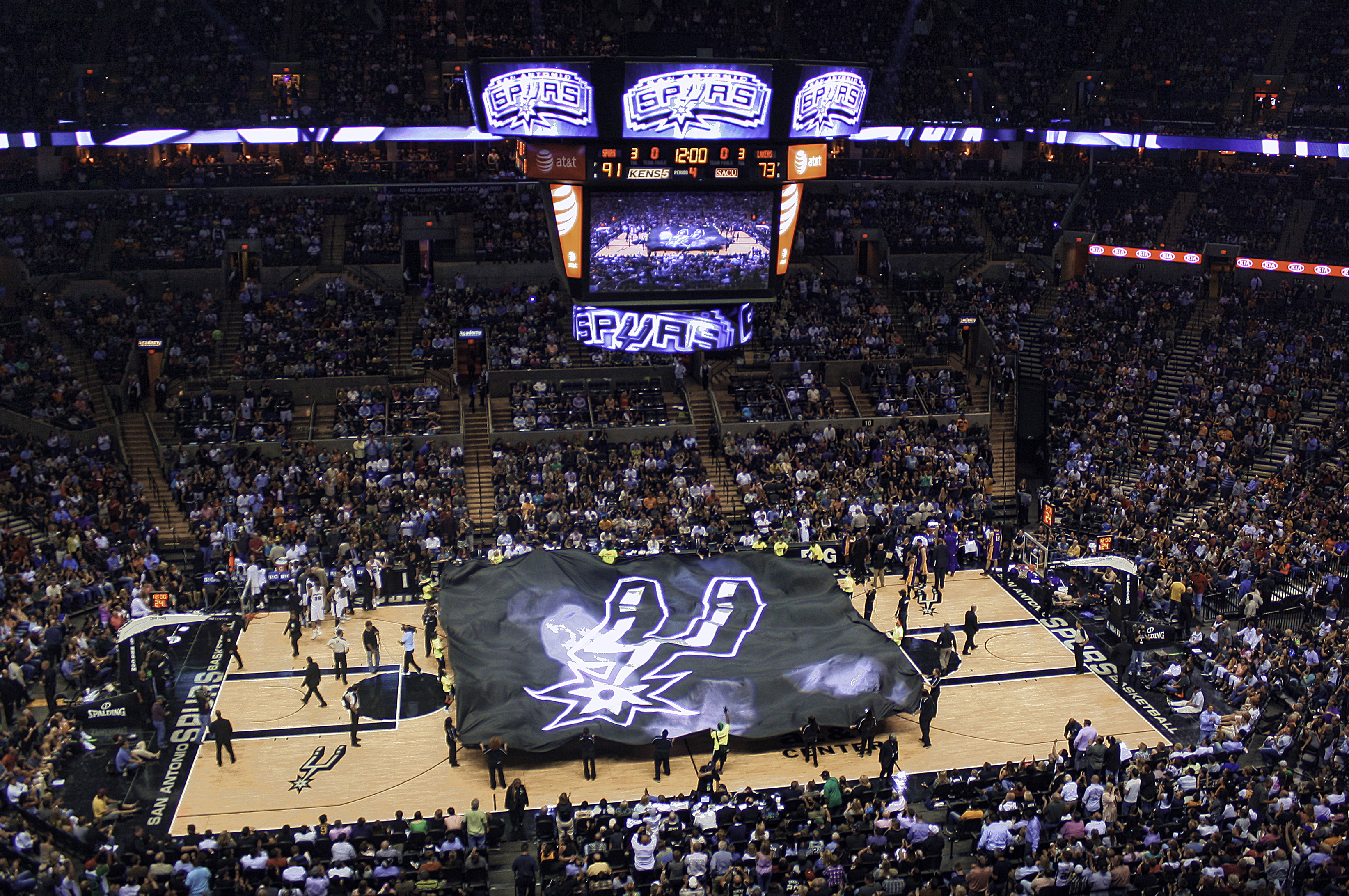 This San Antonio Spurs Fan Is Suing the Golden State Warriors For Injuring Kawhi Leonard