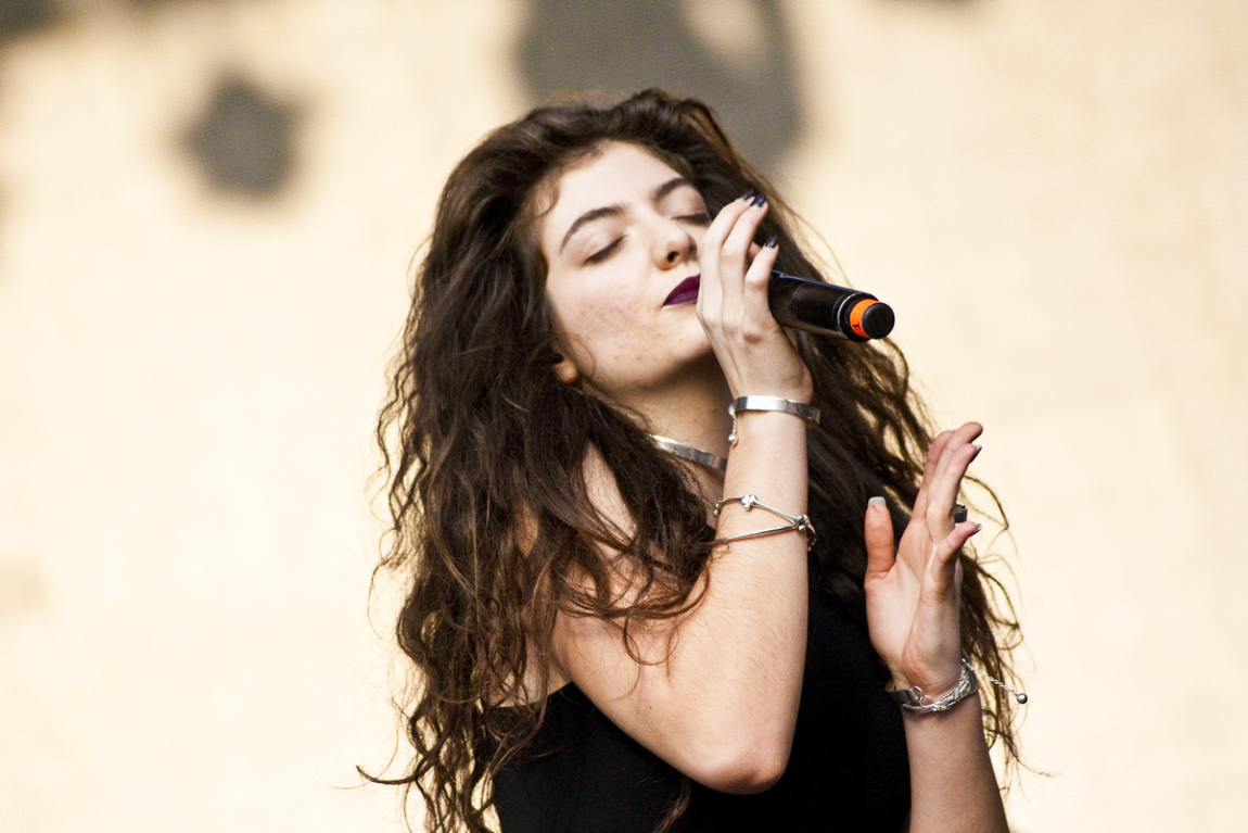 A Lorde fan has had a better day at work than you