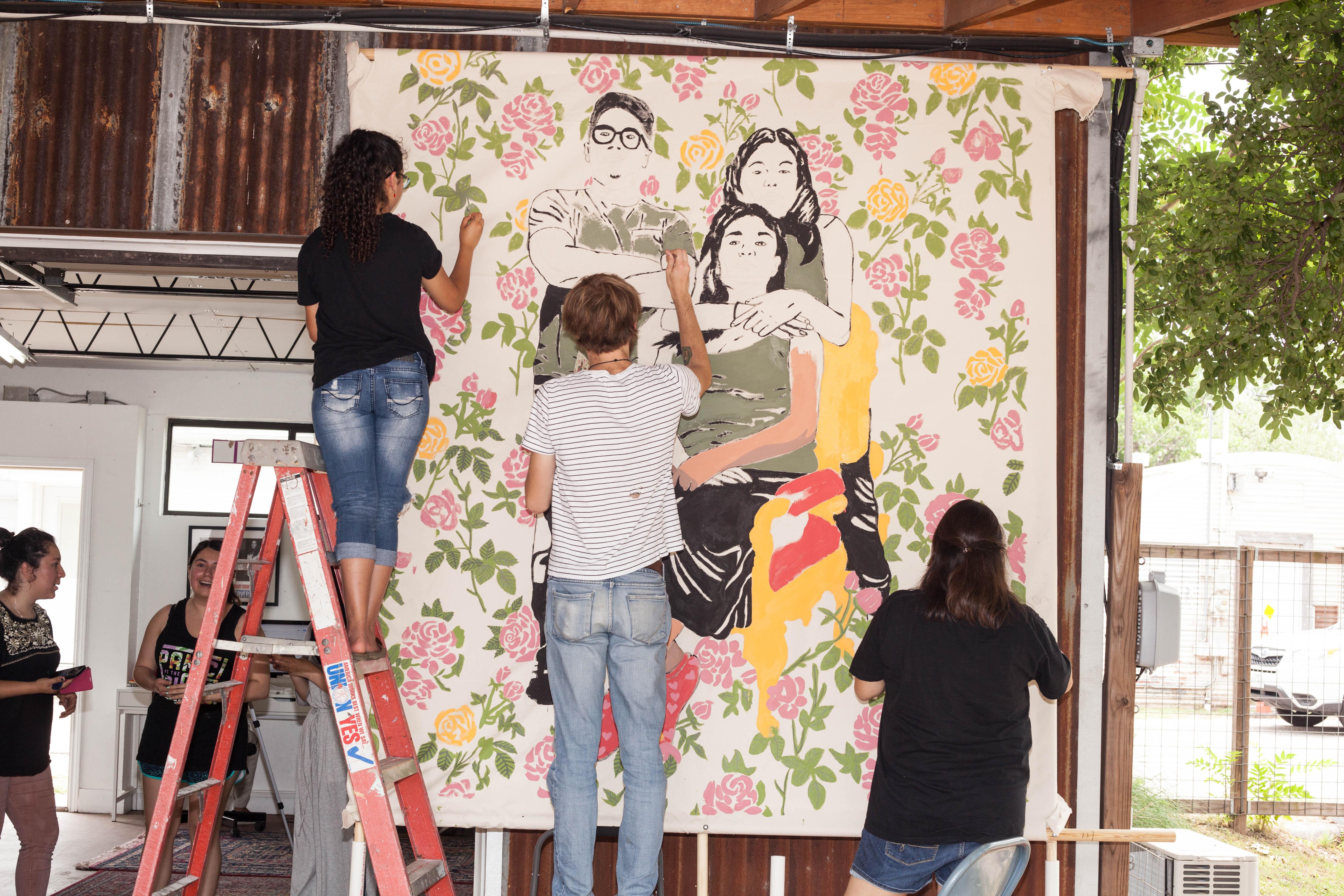 Austin 39 s poderosas mural is an homage to the sacrifices for Austin mural tour