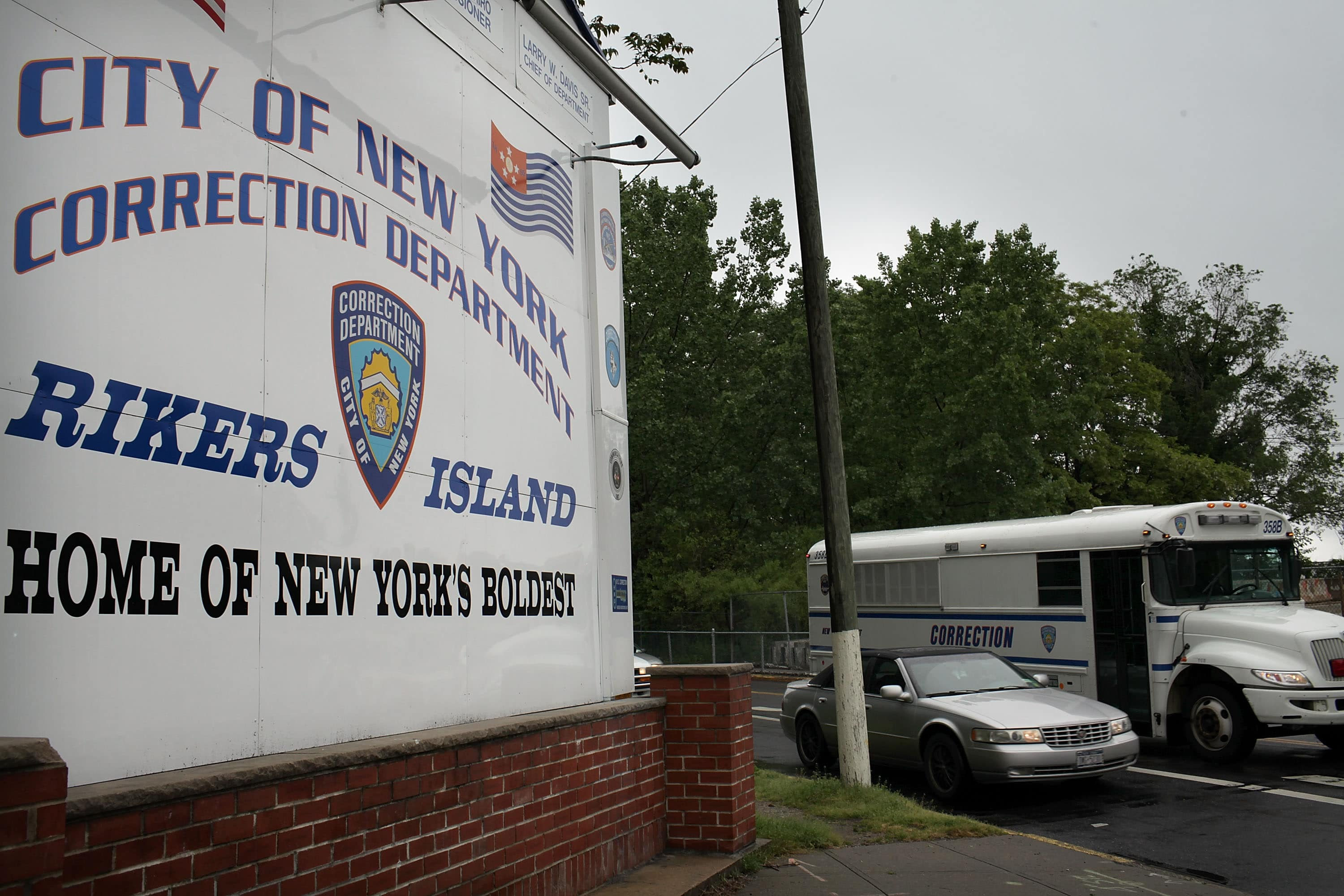 4 Rikers Island Guards Suspended After Failing to Stop Teenager Nicholas Feliciano's Suicide Attempt