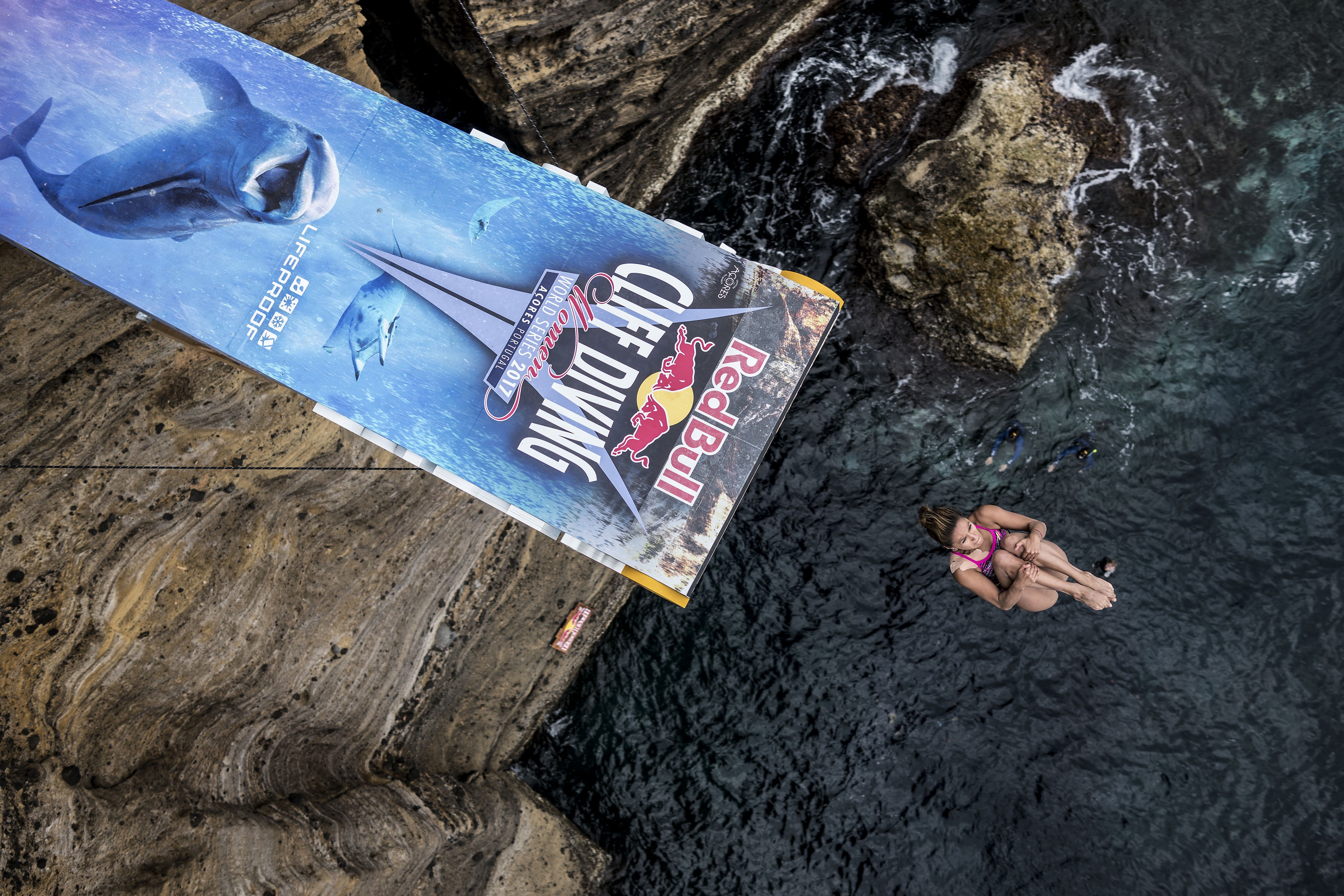 This Mexican Woman's Impressive 70-Foot Cliff Dives Won Her a Gold Medal