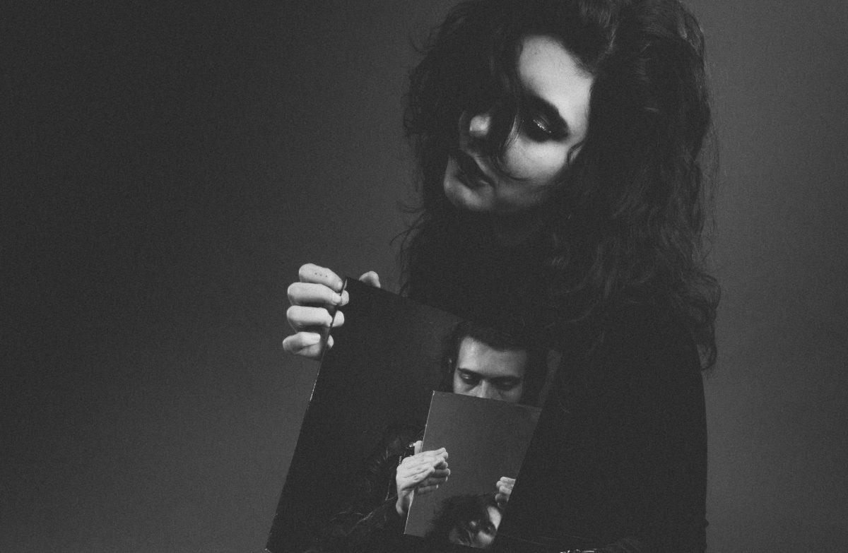 Enter the Shadowy Lair of Espejo Convexo's Darkwave Pop EP 'Ruina Circular'