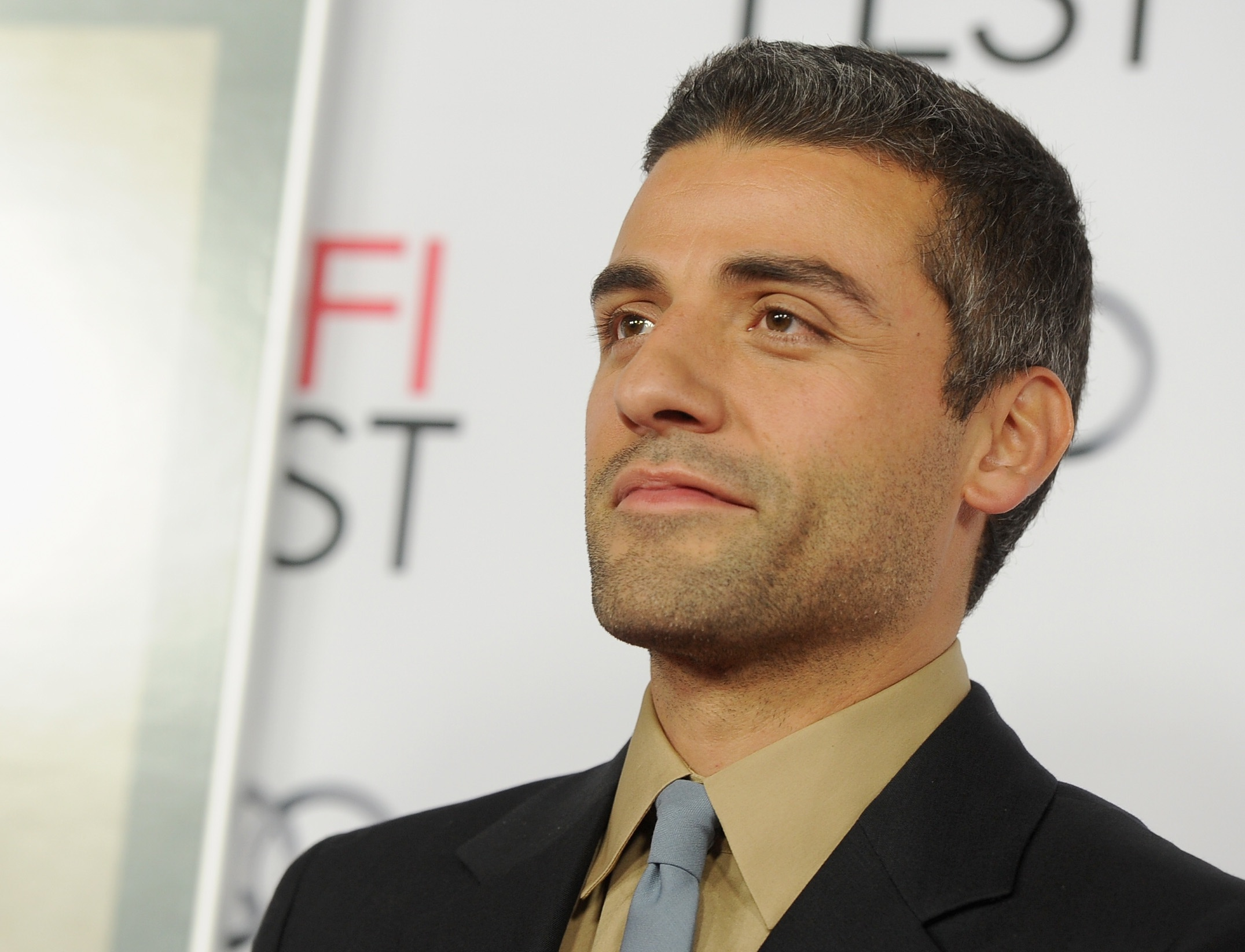 Oscar Isaac Is Rumored to Have a Role in 'Batman' & Twitter is Hyped
