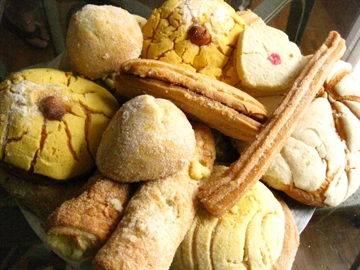 Trapped Mexican bakery staff make hundreds of pan dulce for Harvey victims