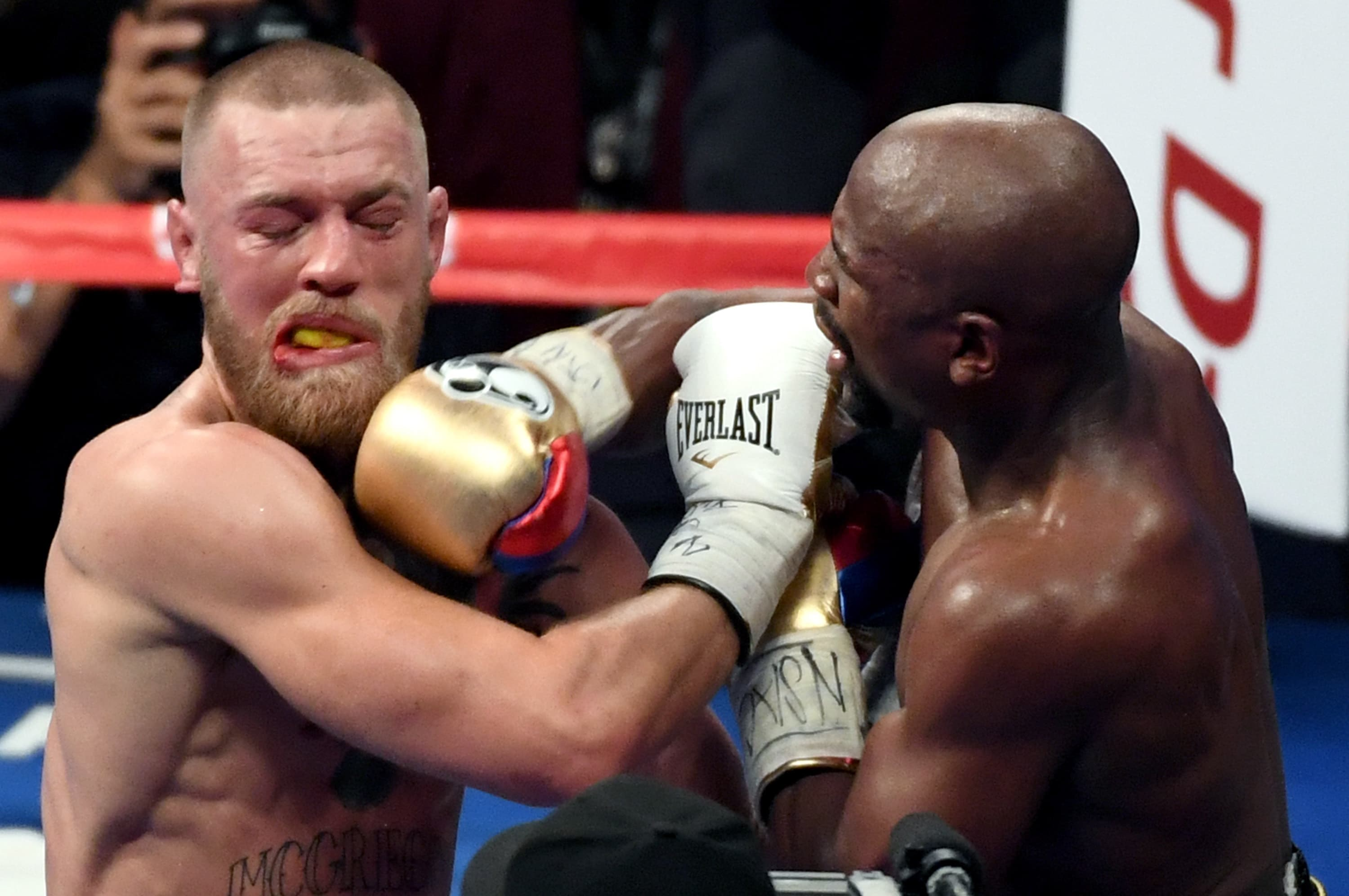 """No, Conor McGregor Did Not Make Floyd Mayweather """"Fight Like a Mexican"""""""