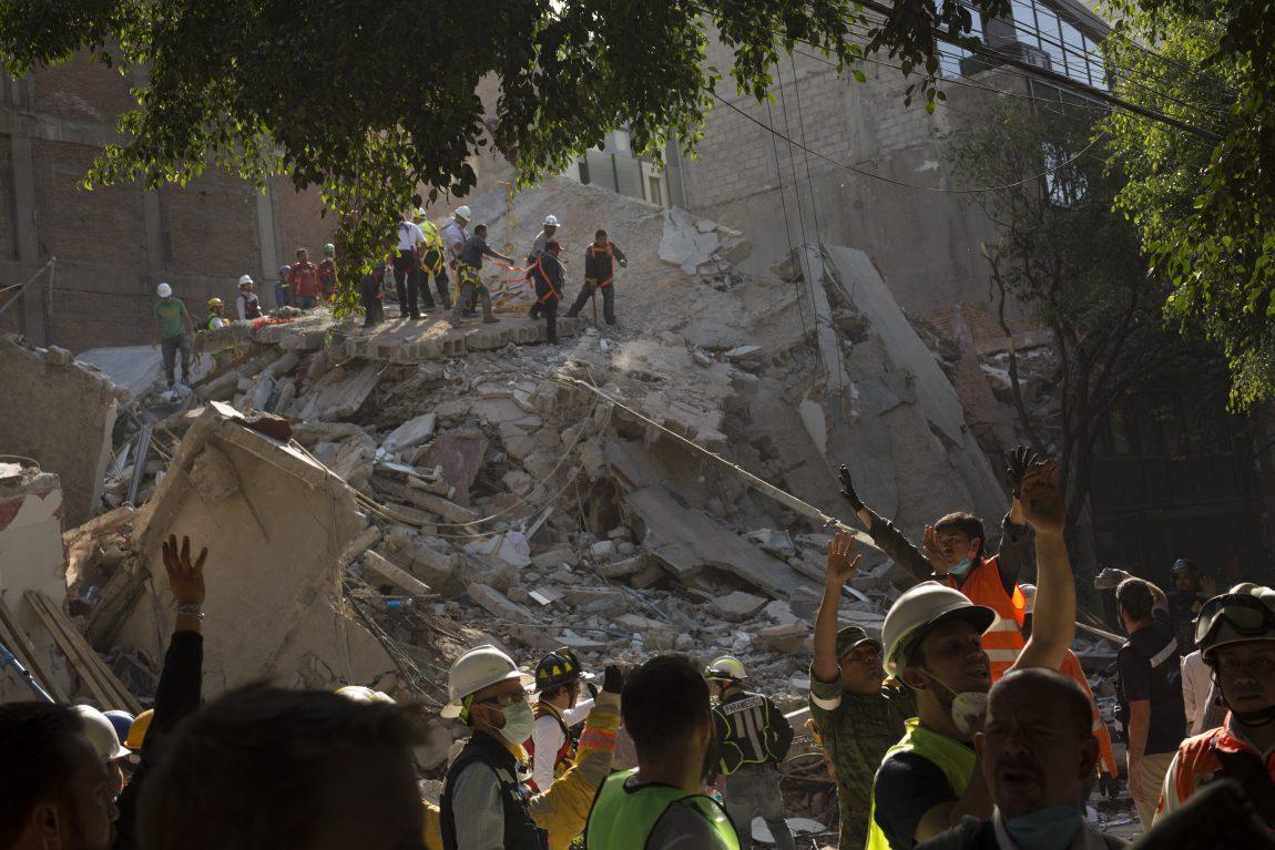 Samantha Bee Spotlights Mexican Feminist Brigade's Quake ...