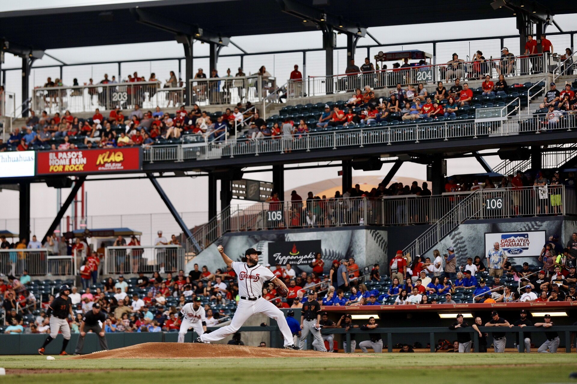 Less Than a Mile From the Border, the Chihuahuas Thrive By Embracing El Paso's Beisbol Fans
