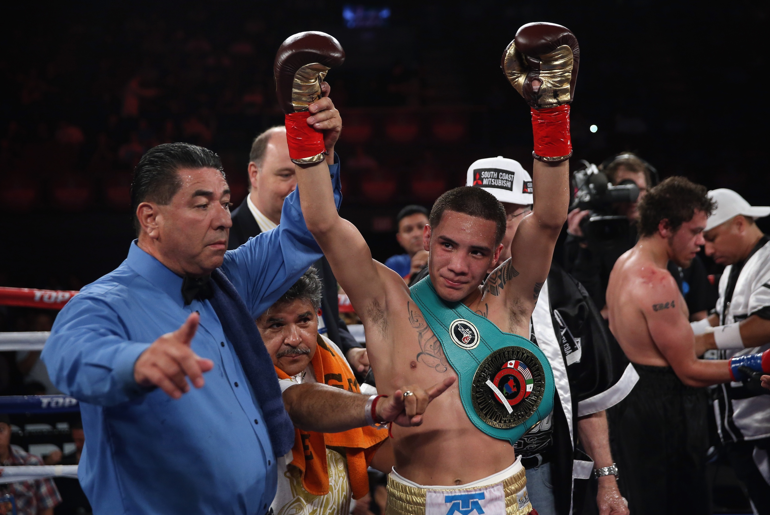 After ICE Tried to Deport His Grandfather, Boxing Champ Óscar Valdez Took a Stand Against Trump