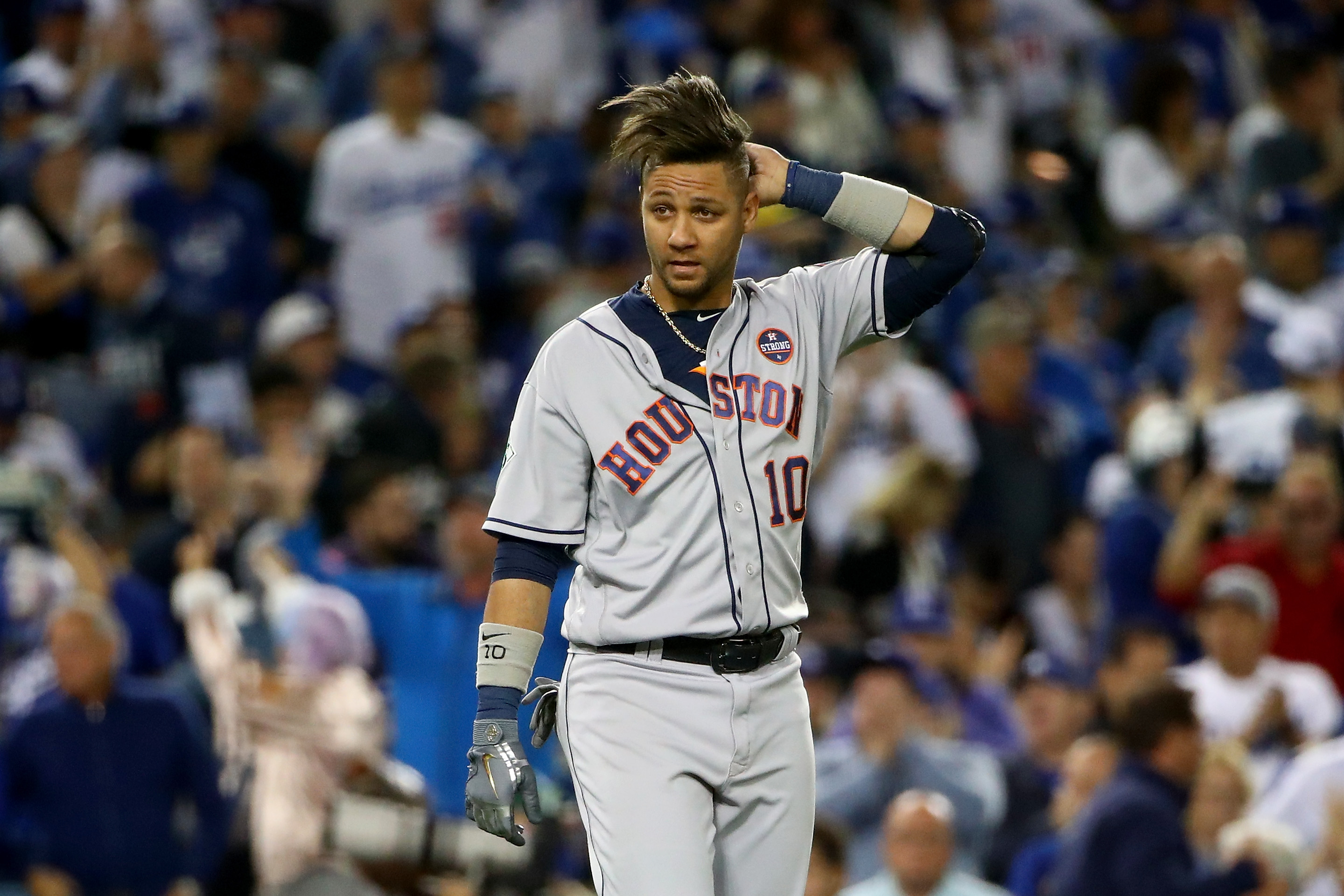 racist gesture yuli gurriel faced relentless boos  dodgers stadium crowd  game