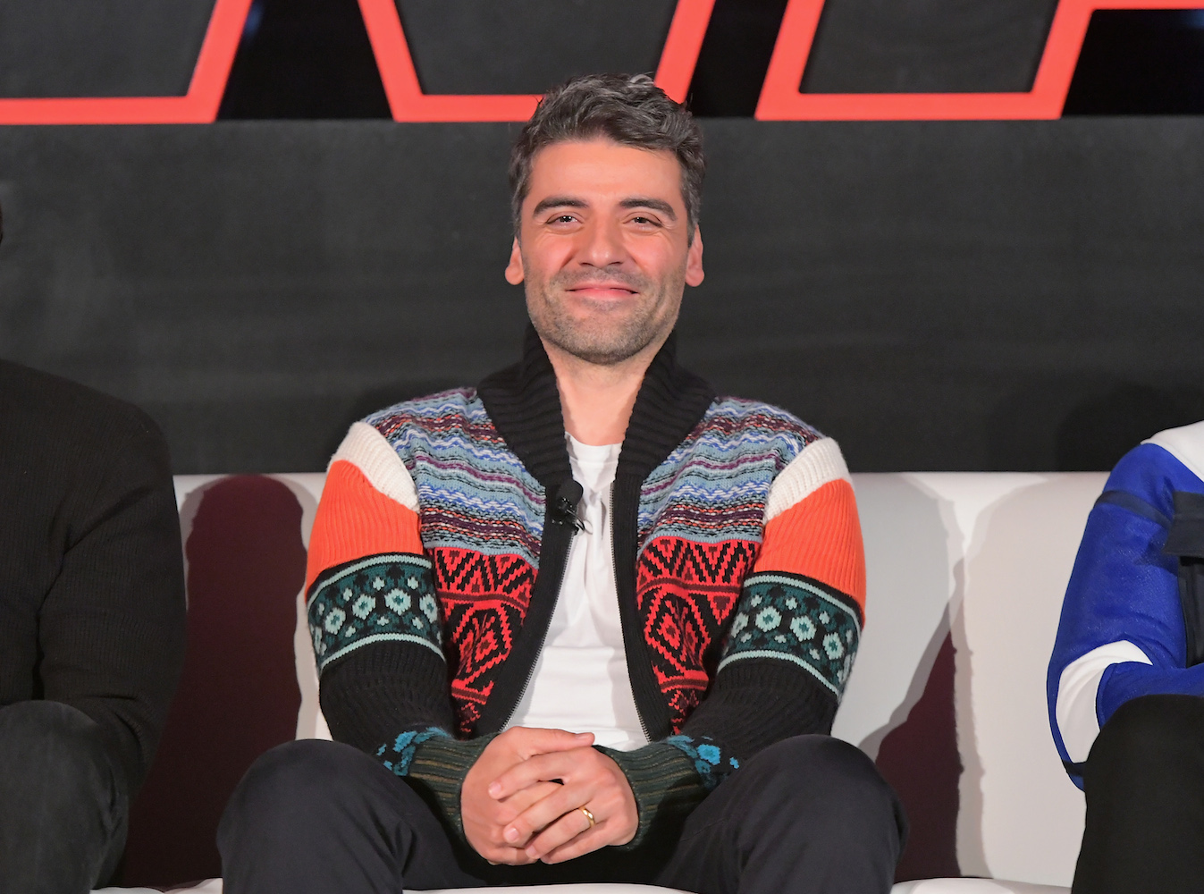 Oscar Isaac's Holiday Sweater at 'The Last Jedi' Press Conference Set off an Internet Frenzy