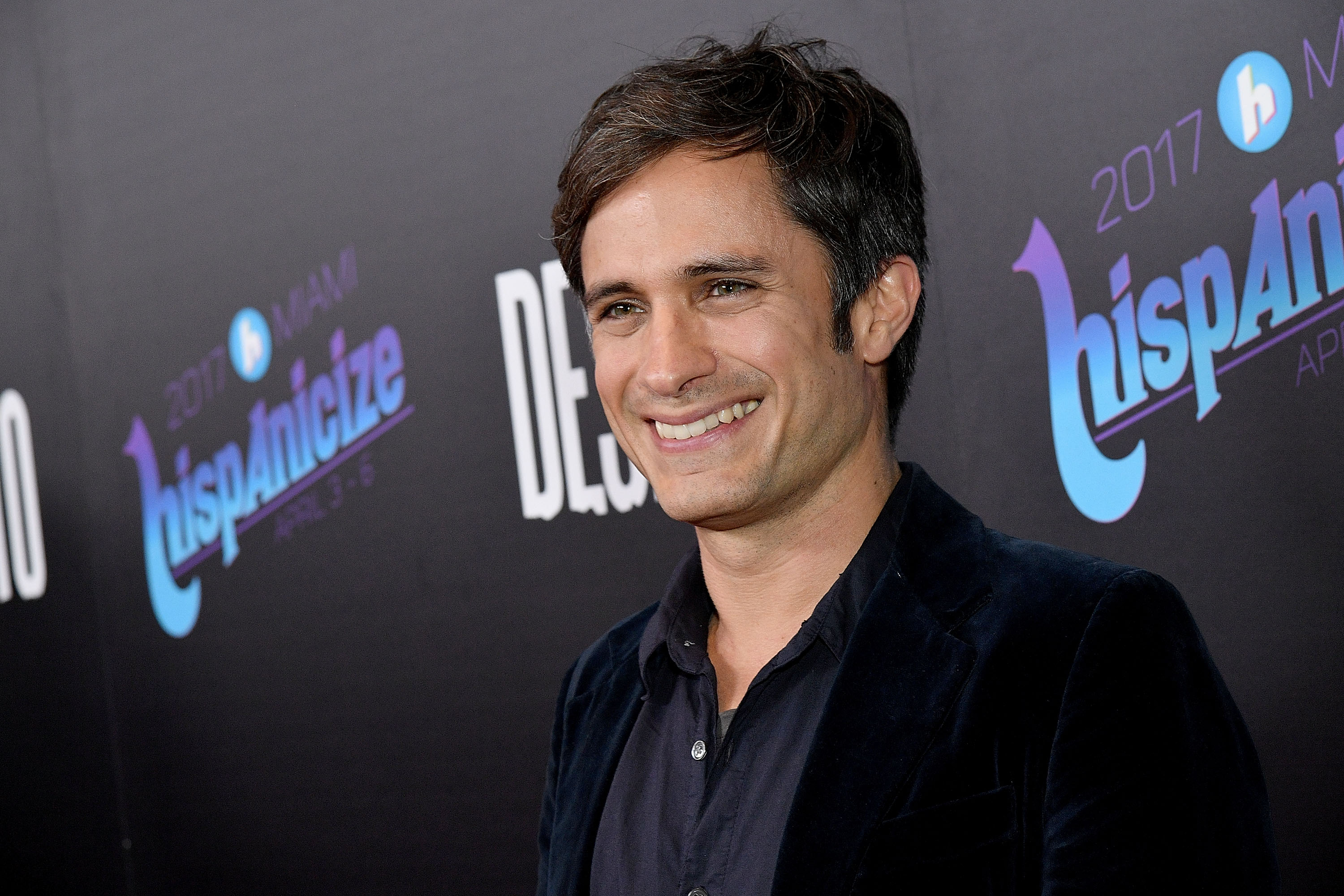 Gael Garcia Bernal Tweets About His Astonishing Resemblance to Meghan Markle