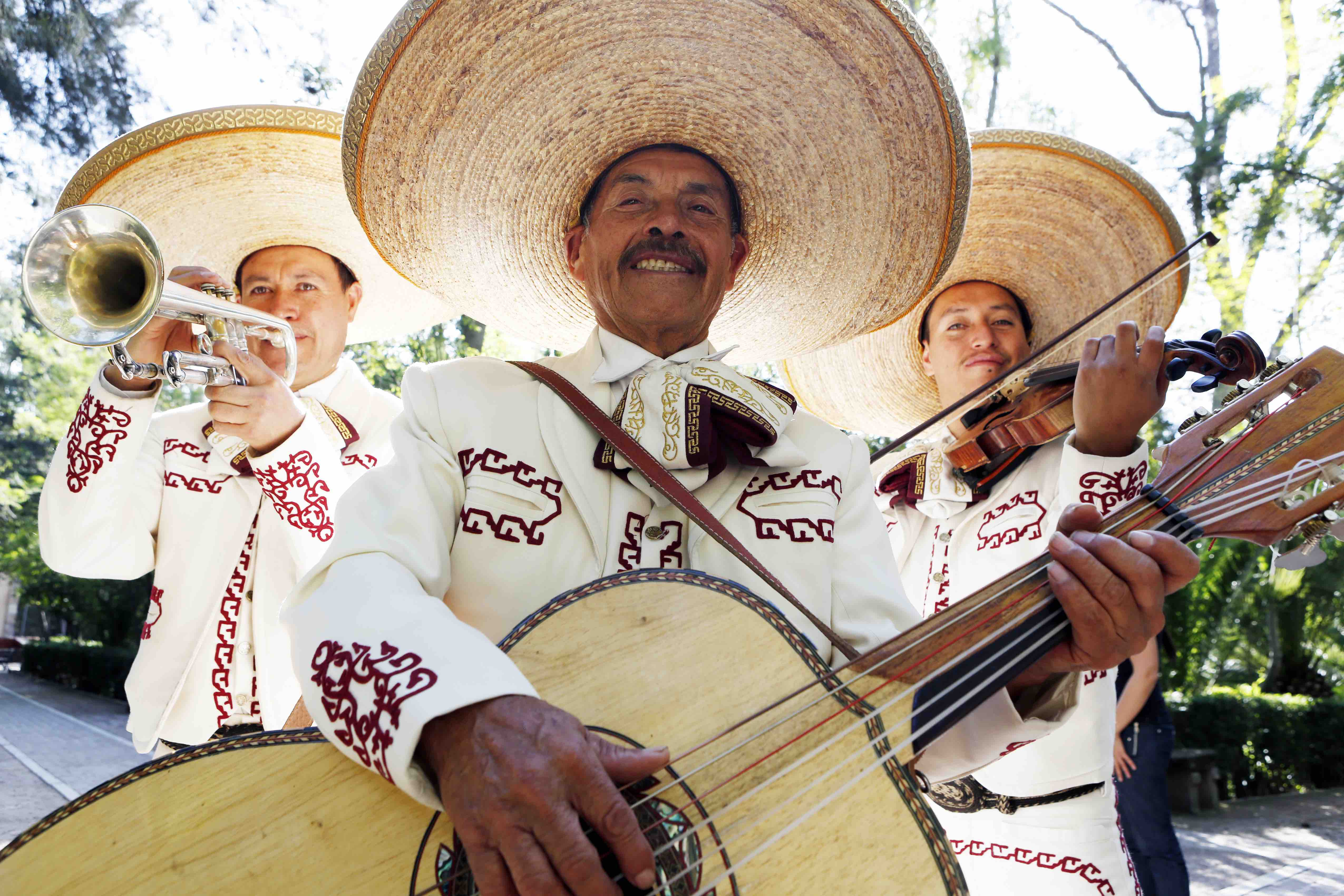 After Racist Lawyer Goes Viral, the Internet Is Sending Mariachis to His New York Office
