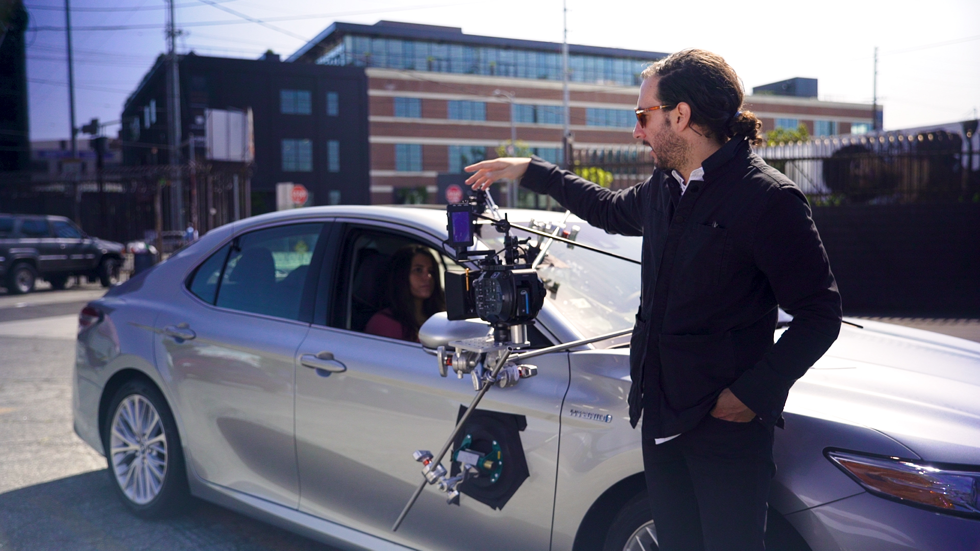 'Camino a Marte' Director Beto Hinojosa Teaches Us How to Rig a Car for a Movie Scene