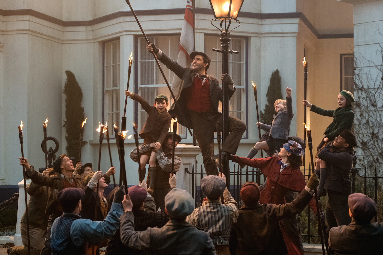 With His Big Dance Scene, Lin-Manuel Miranda Is Giving 'Mary Poppins Returns' Swag