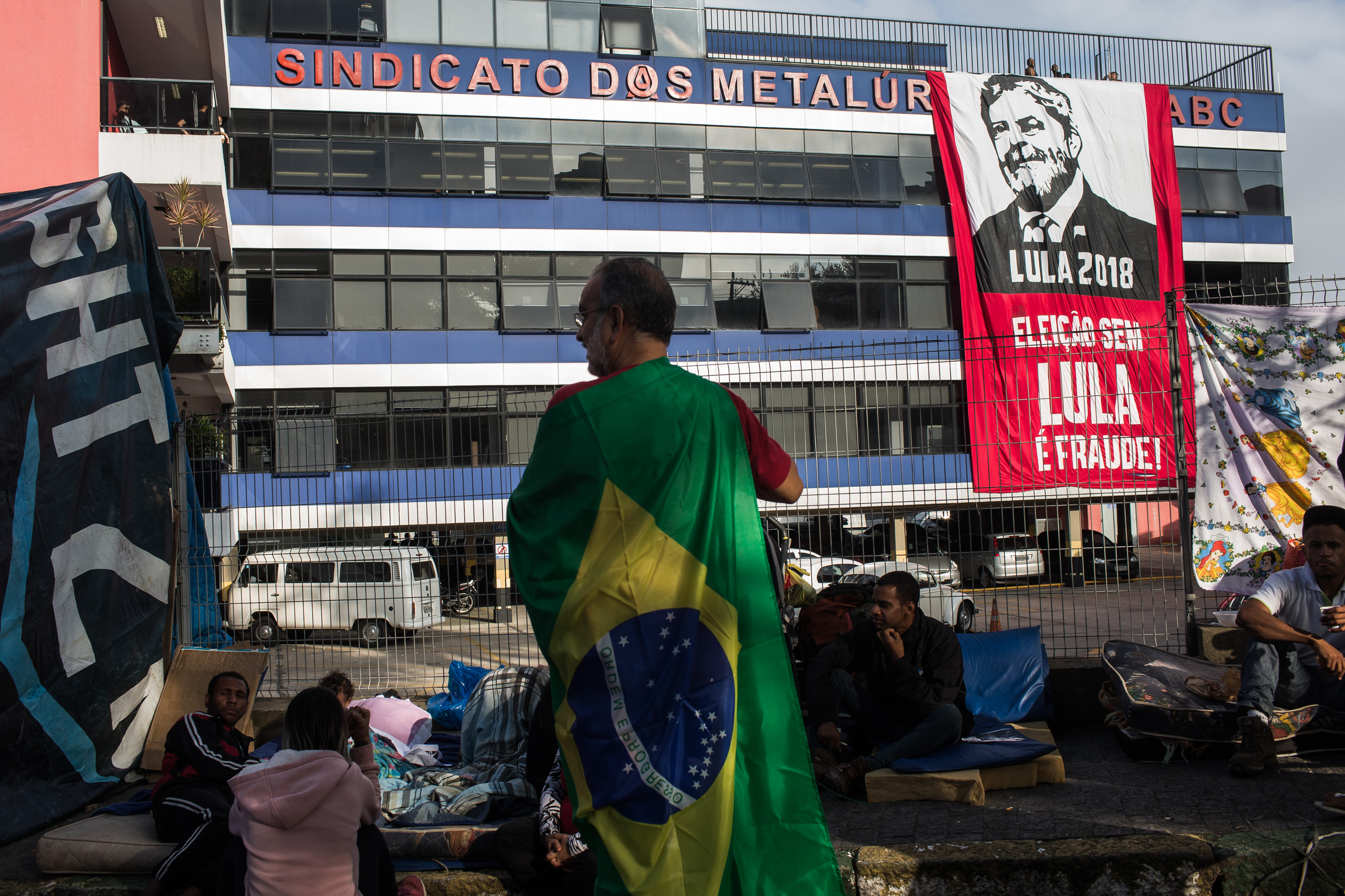 """Noam Chomsky on Lula: He Is """"Kept in Isolation So That the 'Soft Coup' in Brazil Can Proceed"""""""