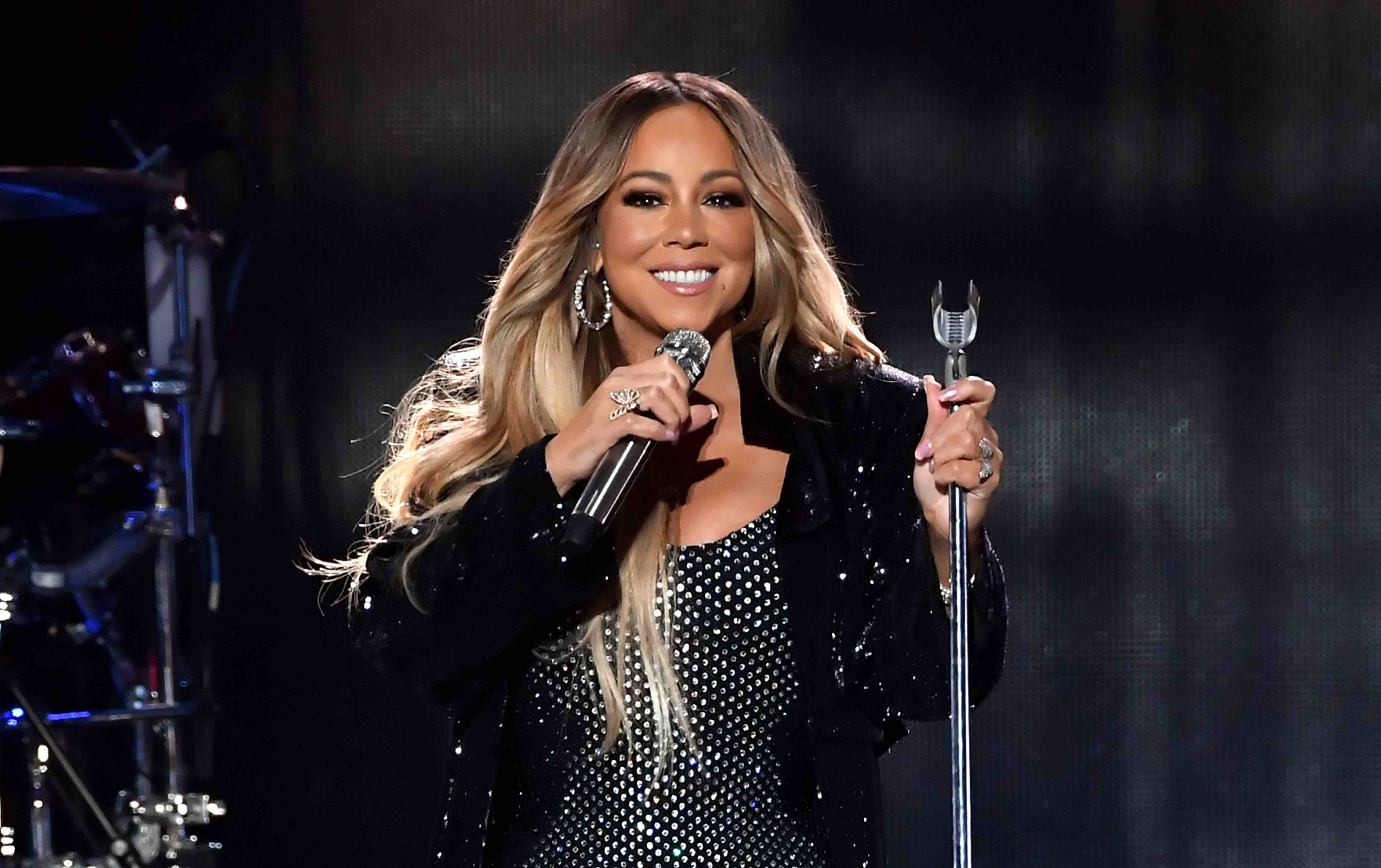 """Mariah Carey Gifts Us This Precious Video of Her Twins Learning """"All I Want For Christmas Is You"""""""