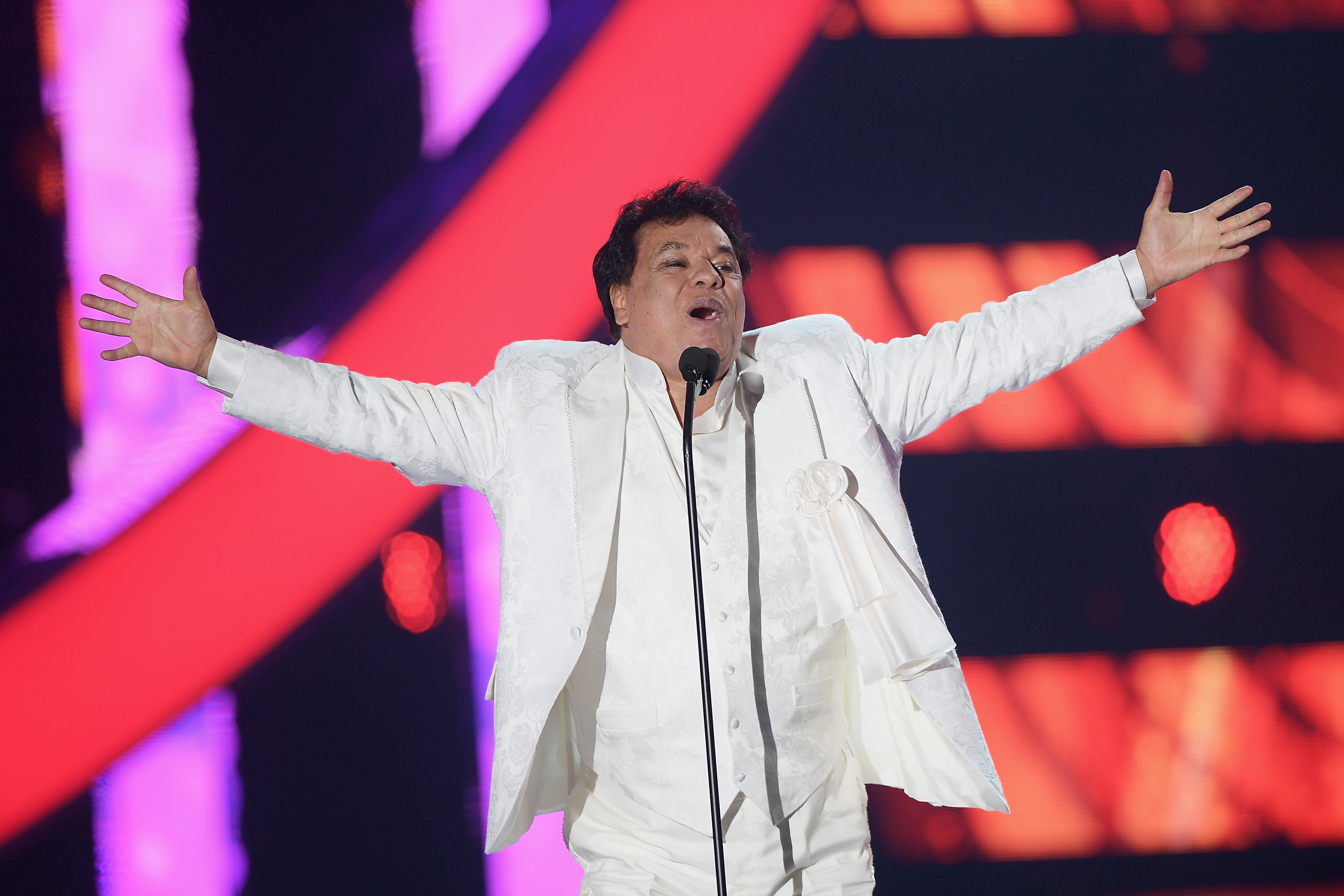 Juan Gabriel May Not Be Alive, But the Memes of His Resurrection Live On