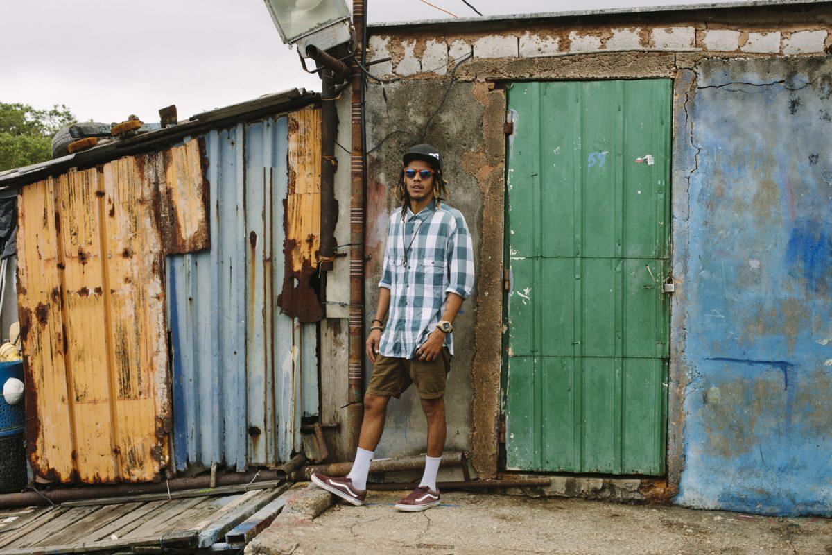 "El Individuo Portrays Everyday Cuban Life Through Dance in Carefree ""Baila"" Video"
