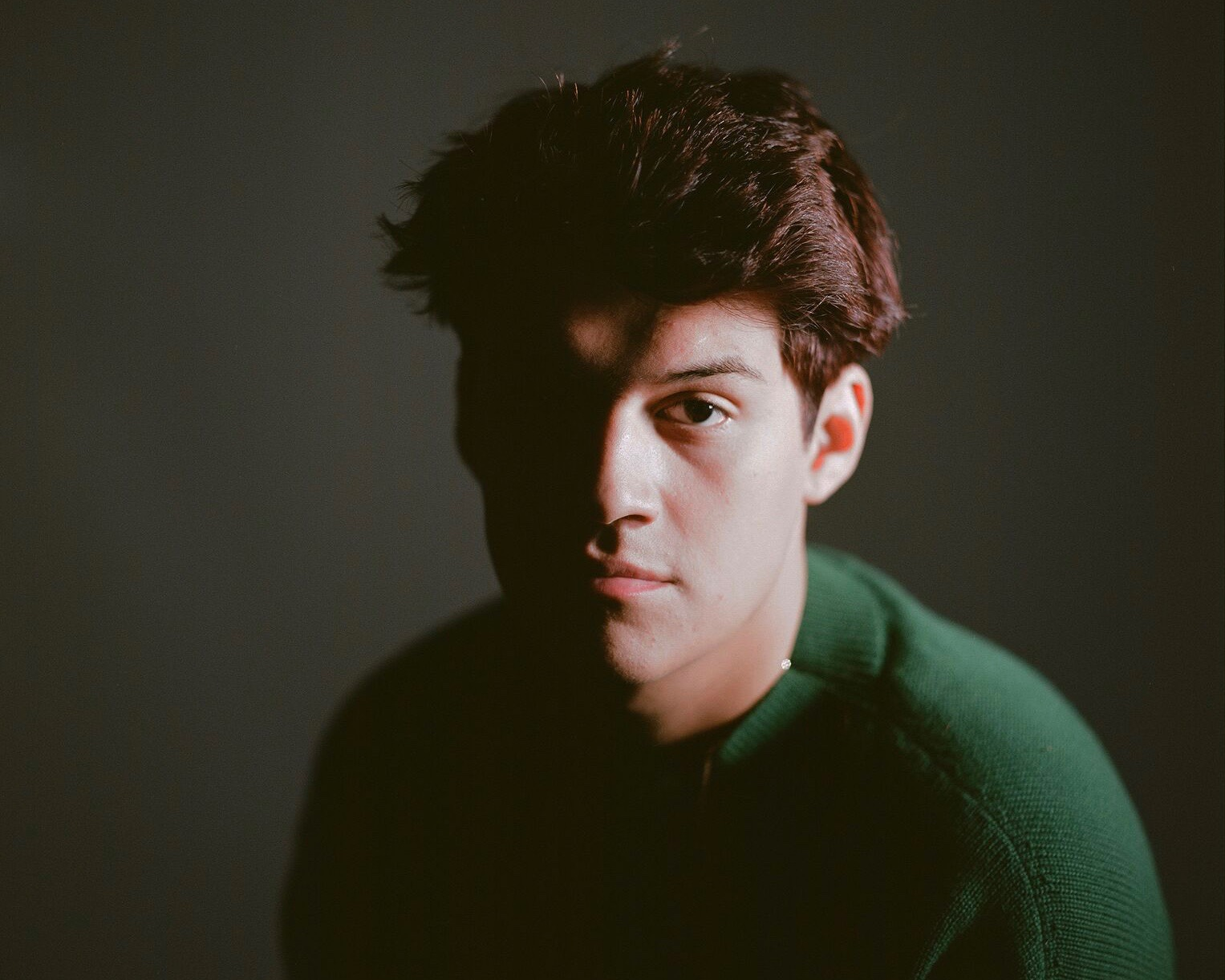 """Omar Apollo Announces New EP With Gentle Acoustic Ballad """"Friends"""""""
