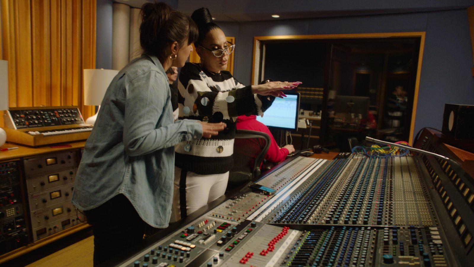 "Ivy Queen Re-Records Her Feminist Reggaeton Anthem ""Quiero Bailar"" With Female-Led Sound Engineers"
