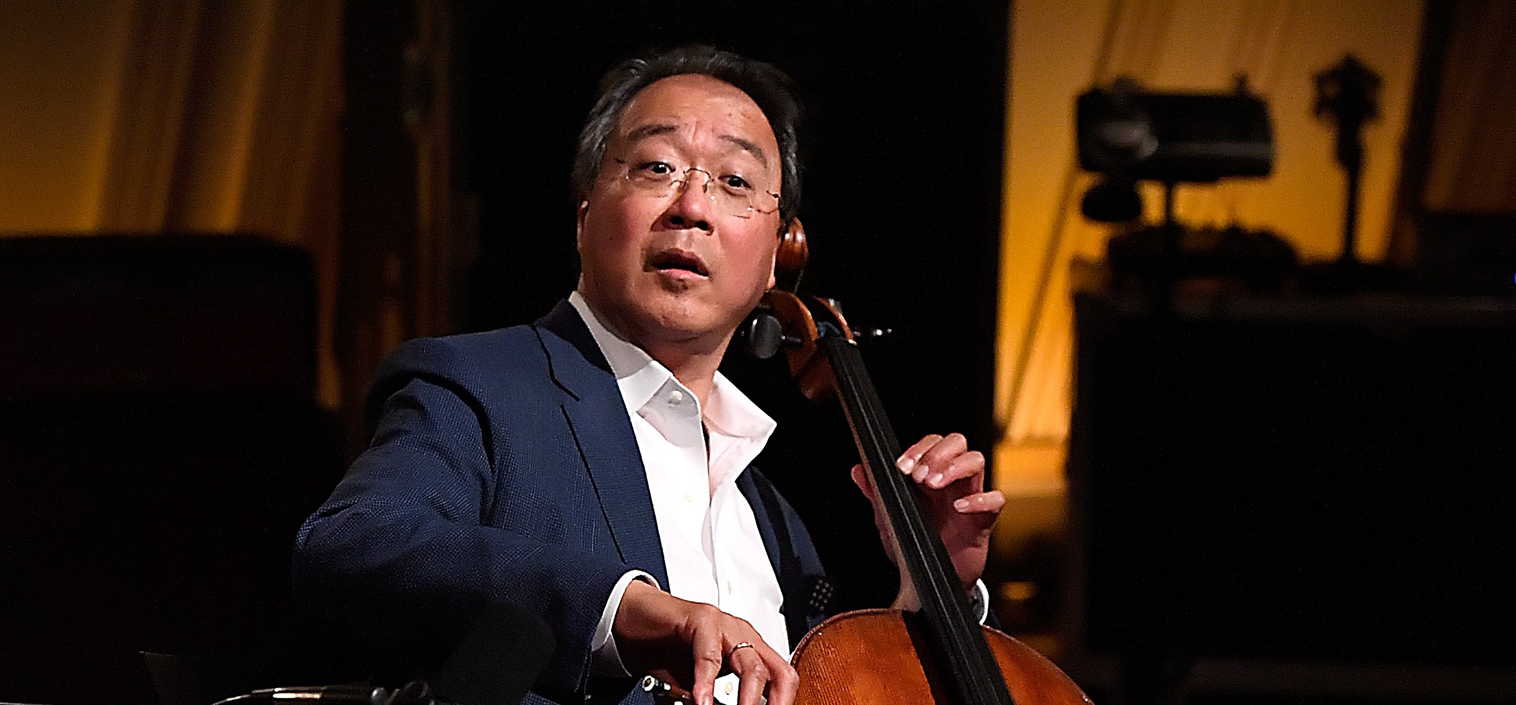Yo-Yo Ma Performs on US-Mexico Border & Addresses Crowd in Spanish